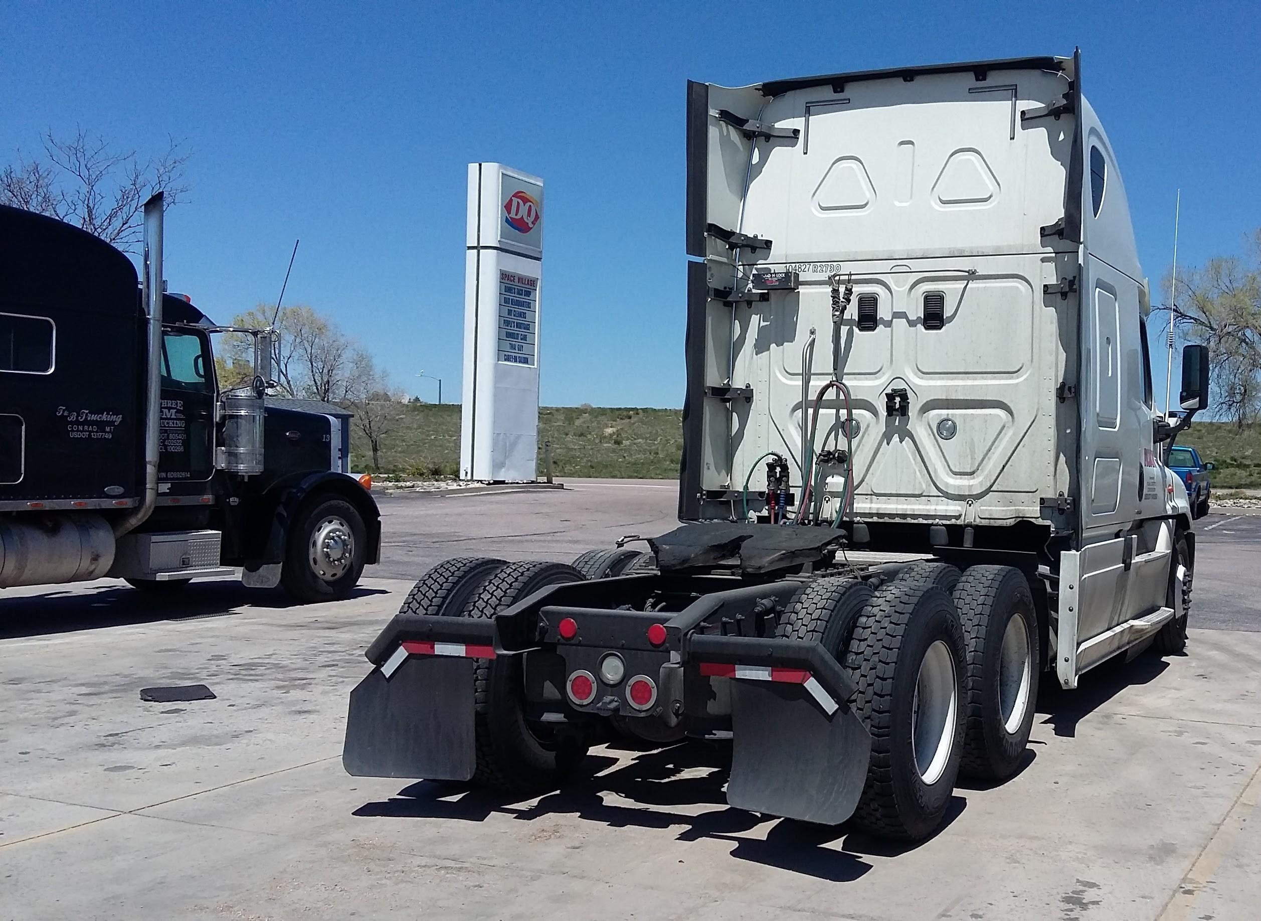 FileSemi Trucks DQ Sign Background CS