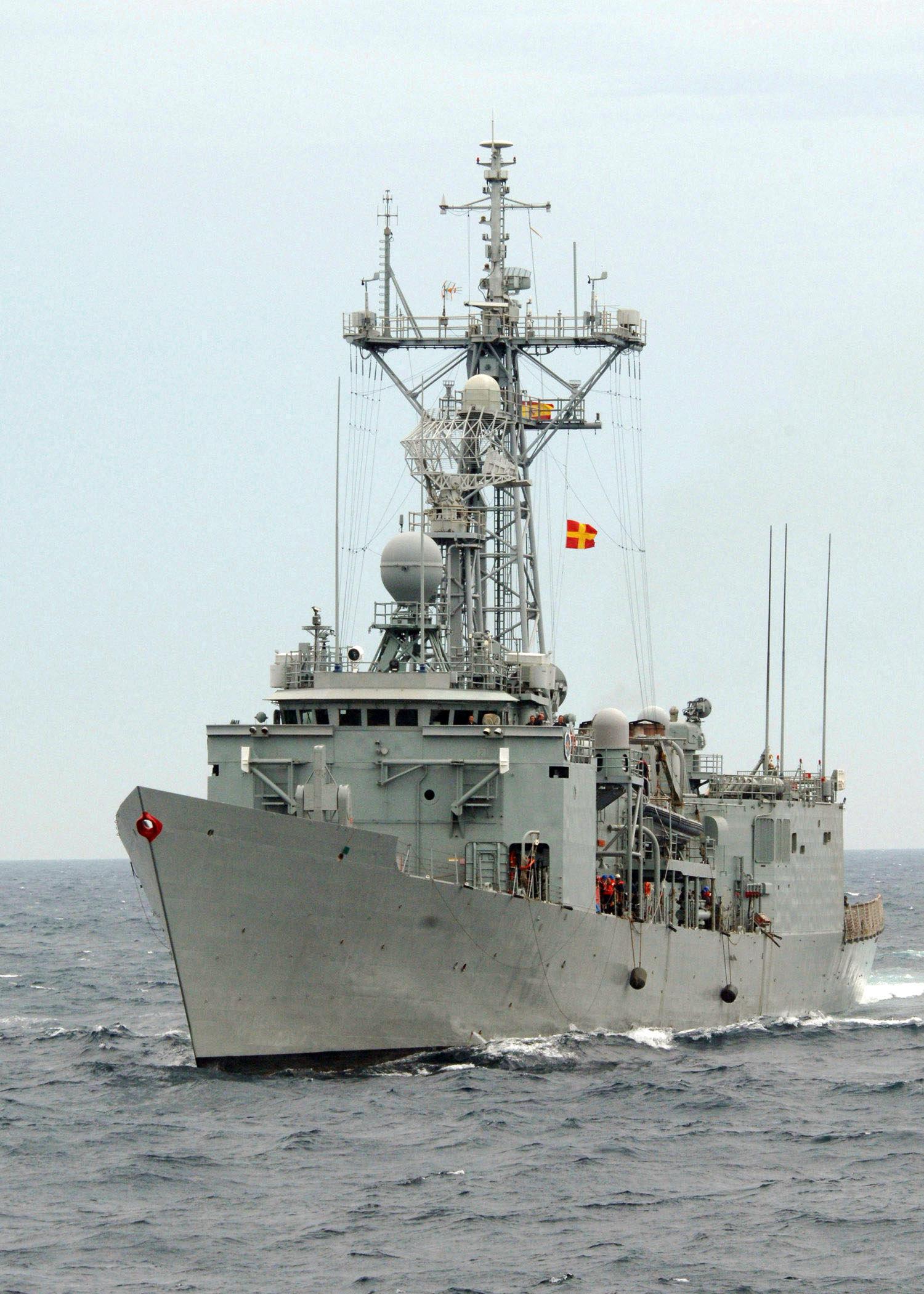 por que SEMAR . esta tan decidida en hacer buques patrulla  Spanish_frigate_Santa_Maria_(F_81)_051022-N-4374S-012