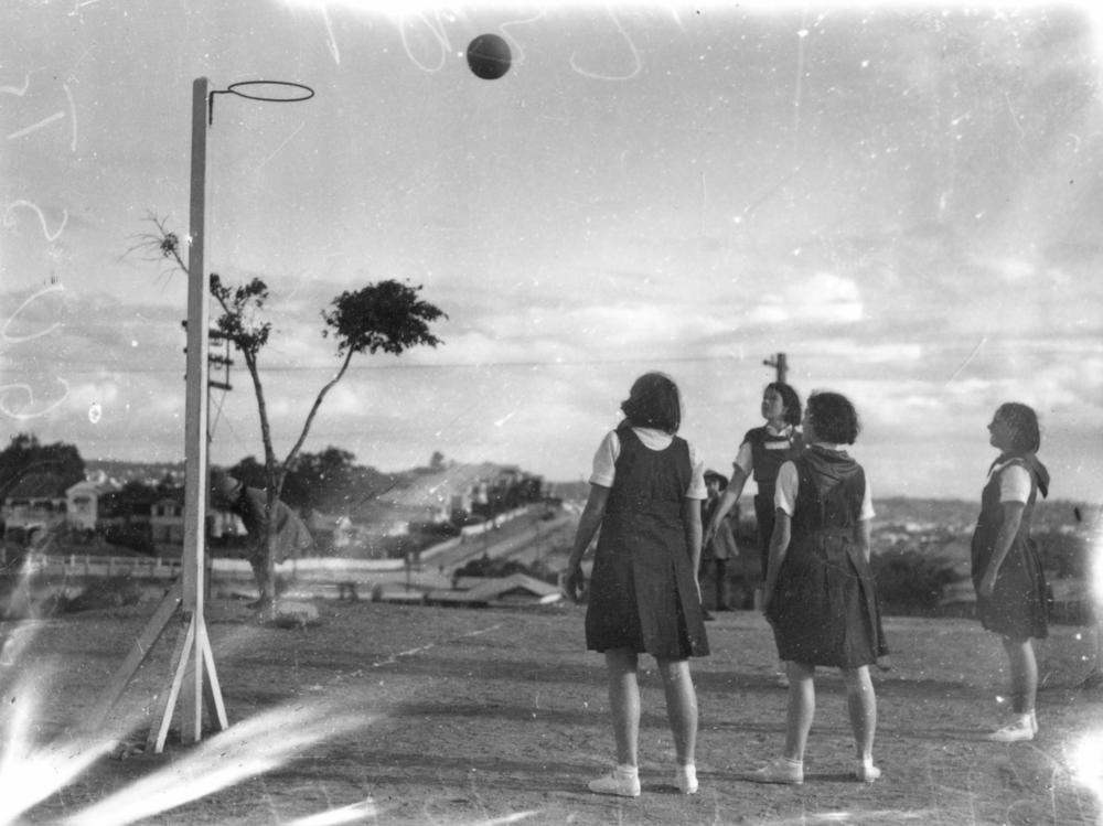 File Statelibqld 1 106000 Players Observe A Netball