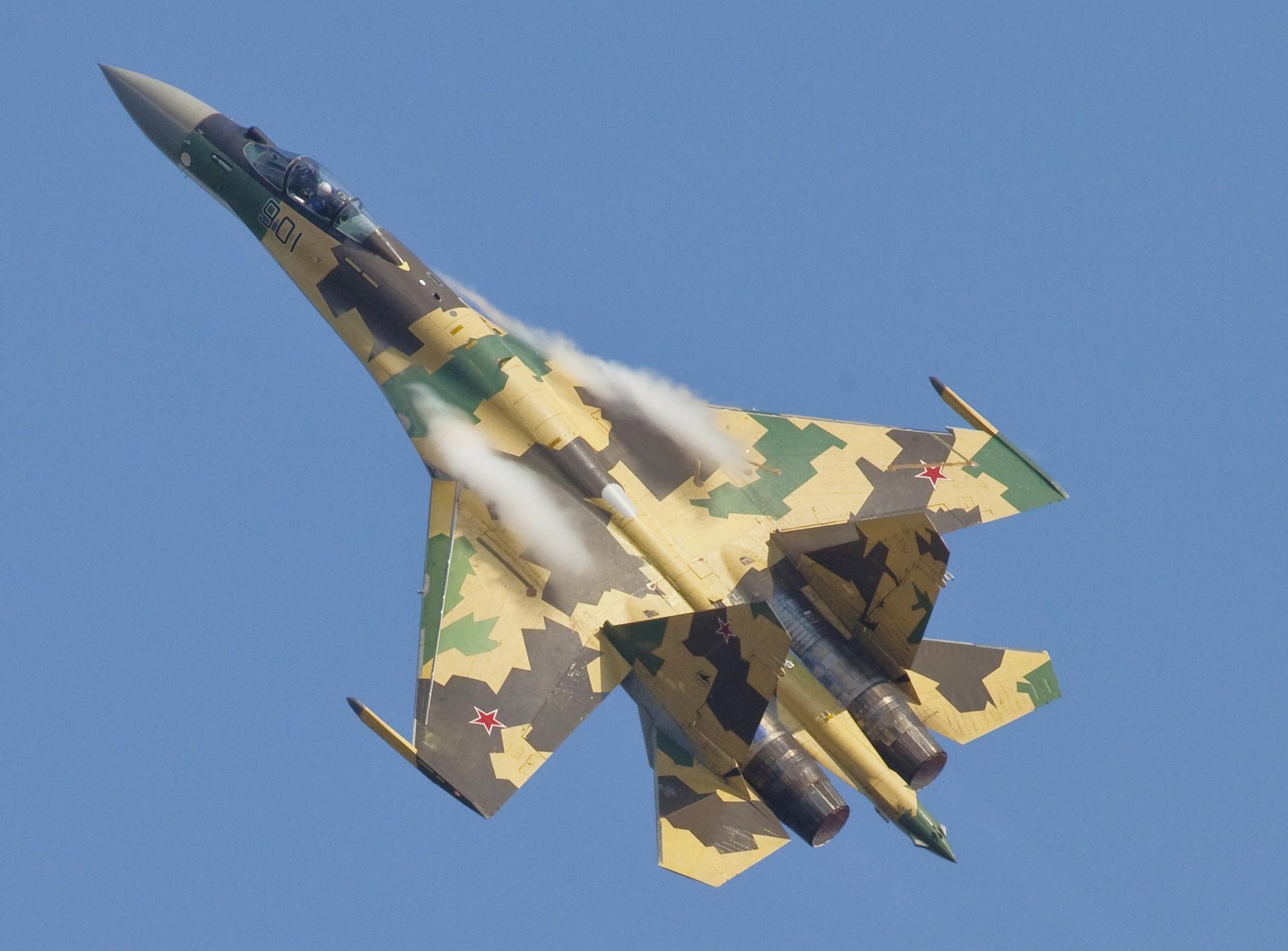 Les géants des airs : Northrop YB-49 [Italeri 1/72] - Page 3 Sukhoi_Su-35_MAKS%272011_Avdeev_%28cropped%29