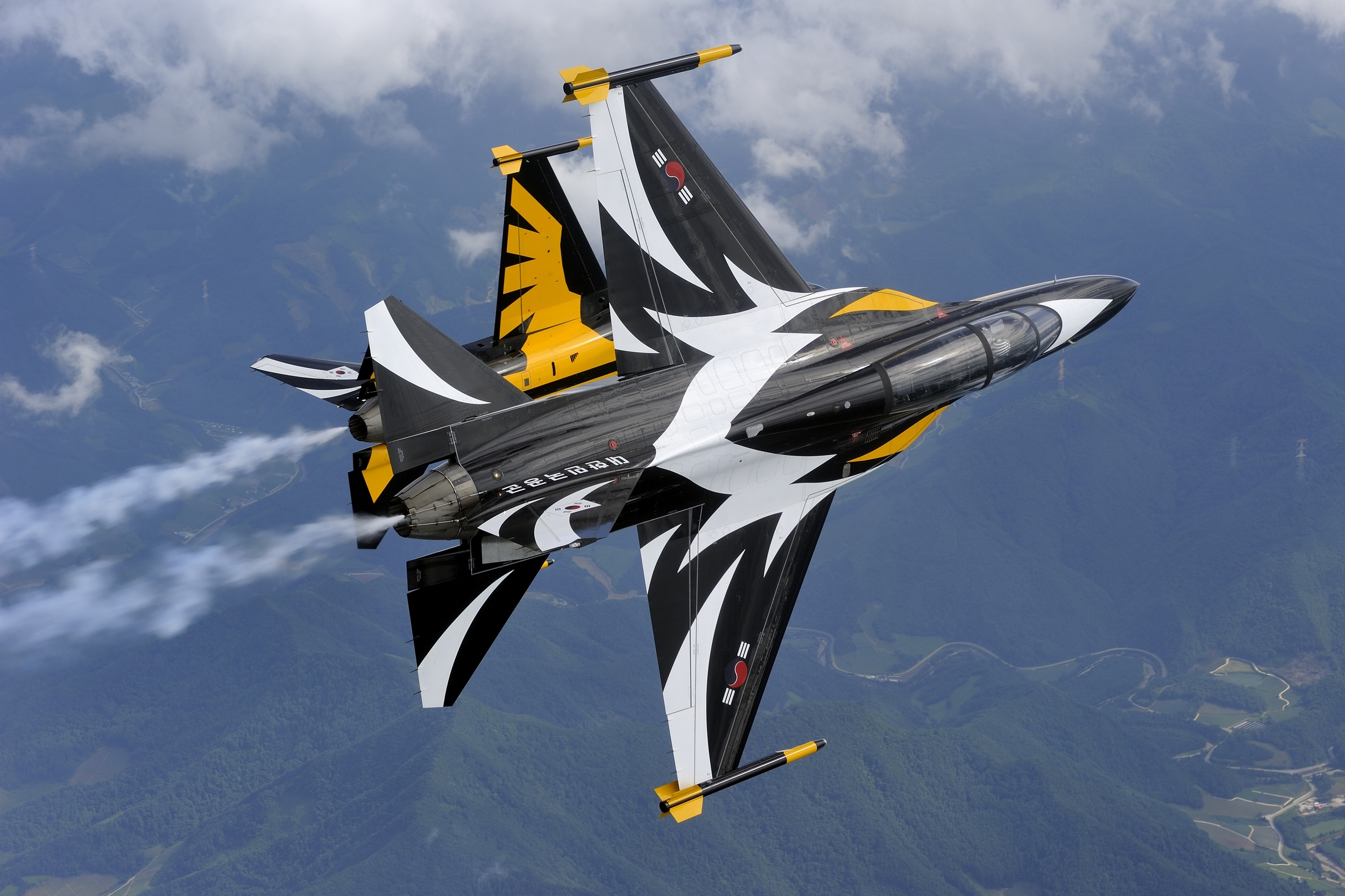 File:T-50B Blackeagles Demo Flight (12201235635).jpg
