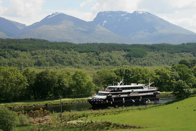 The Caledonian Canal to the southwest of Gairlochy - geograph.org.uk - 1343484