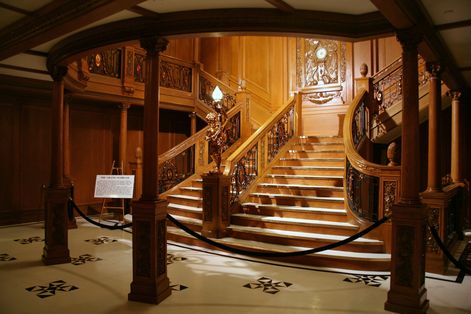 File The Grand Staircase Jpg Wikimedia Commons