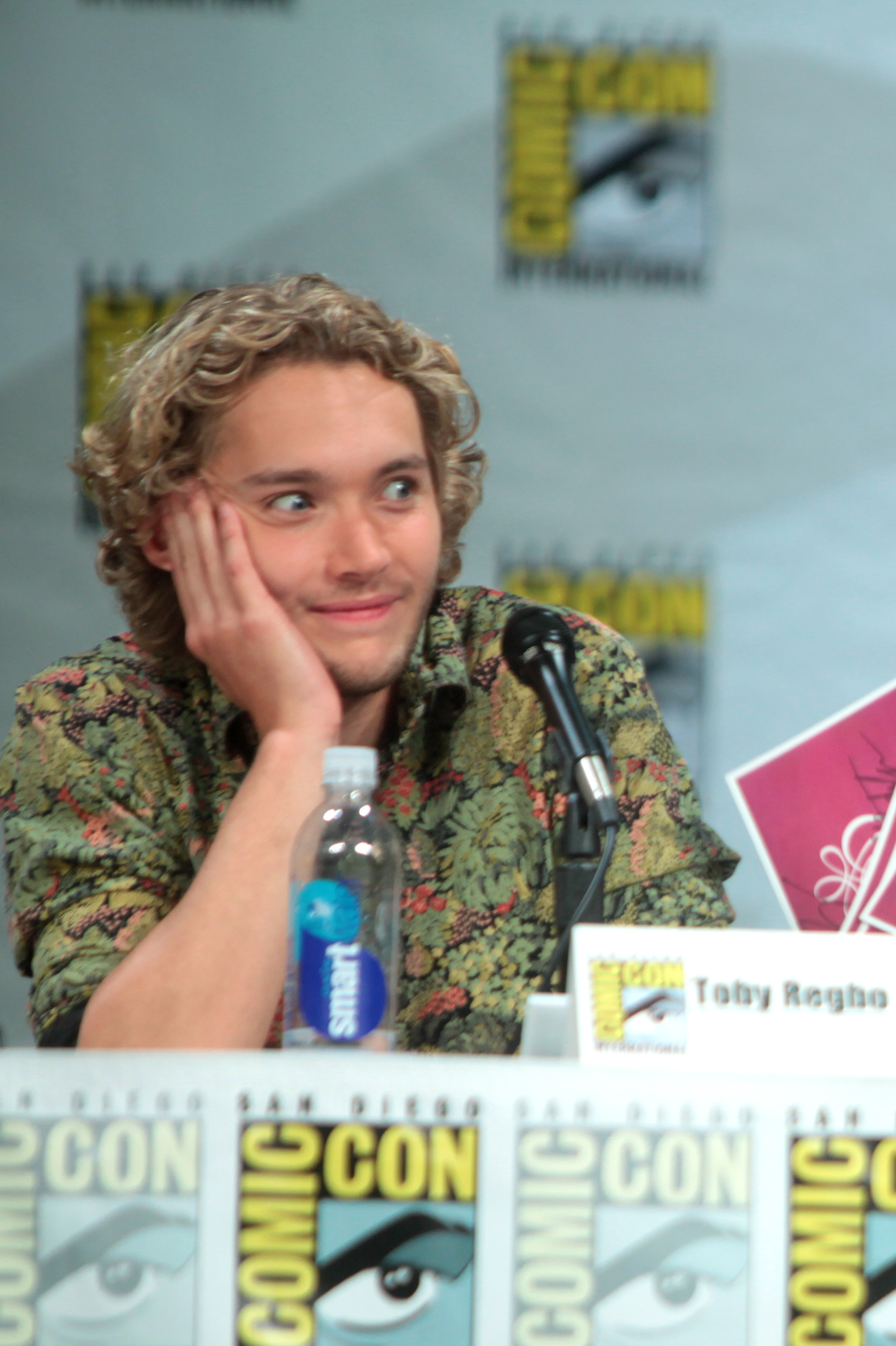 file toby regbo cropped jpg wikimedia commons
