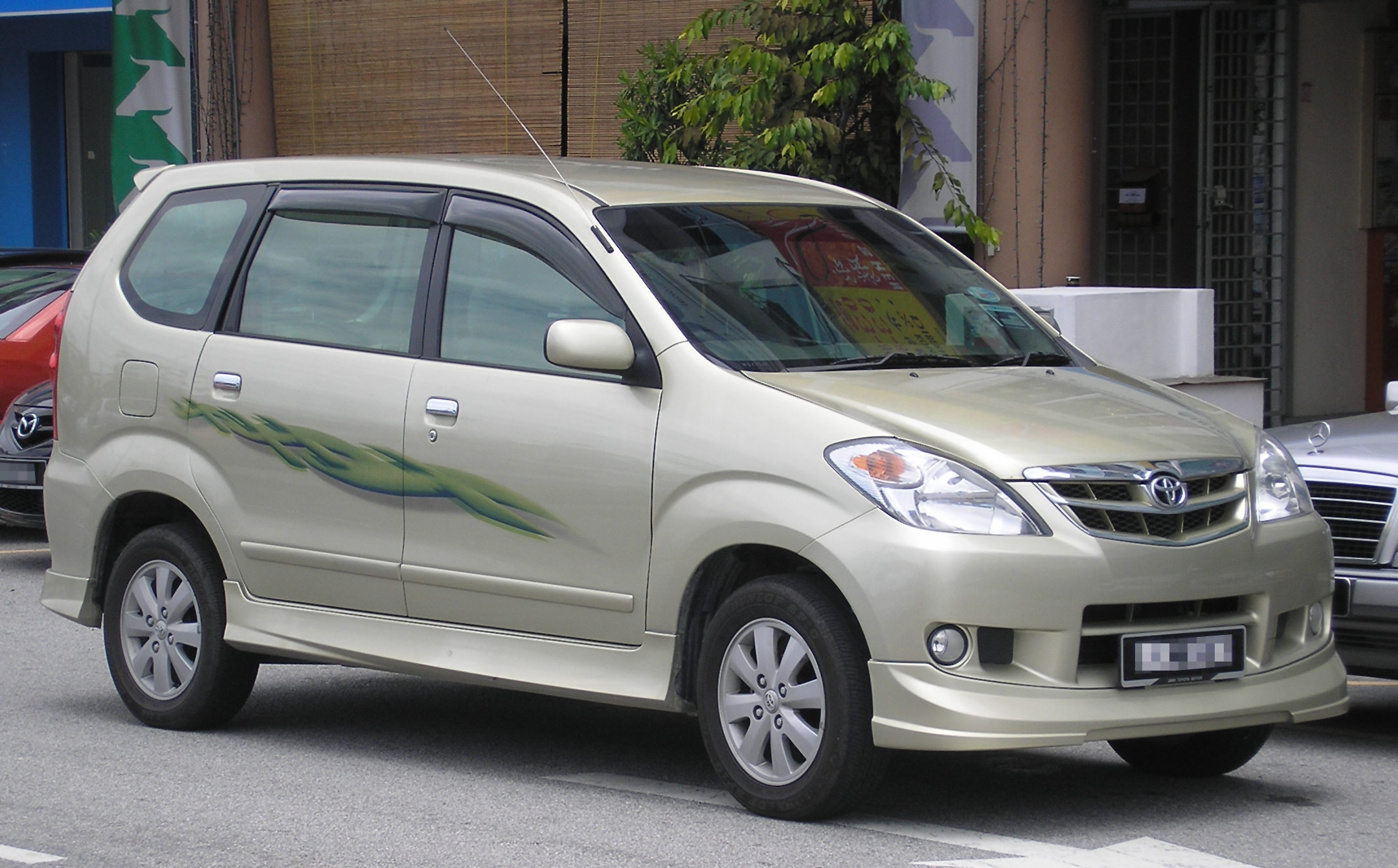 File:Toyota Avanza (first generation, first facelift) (front), Serdang ...