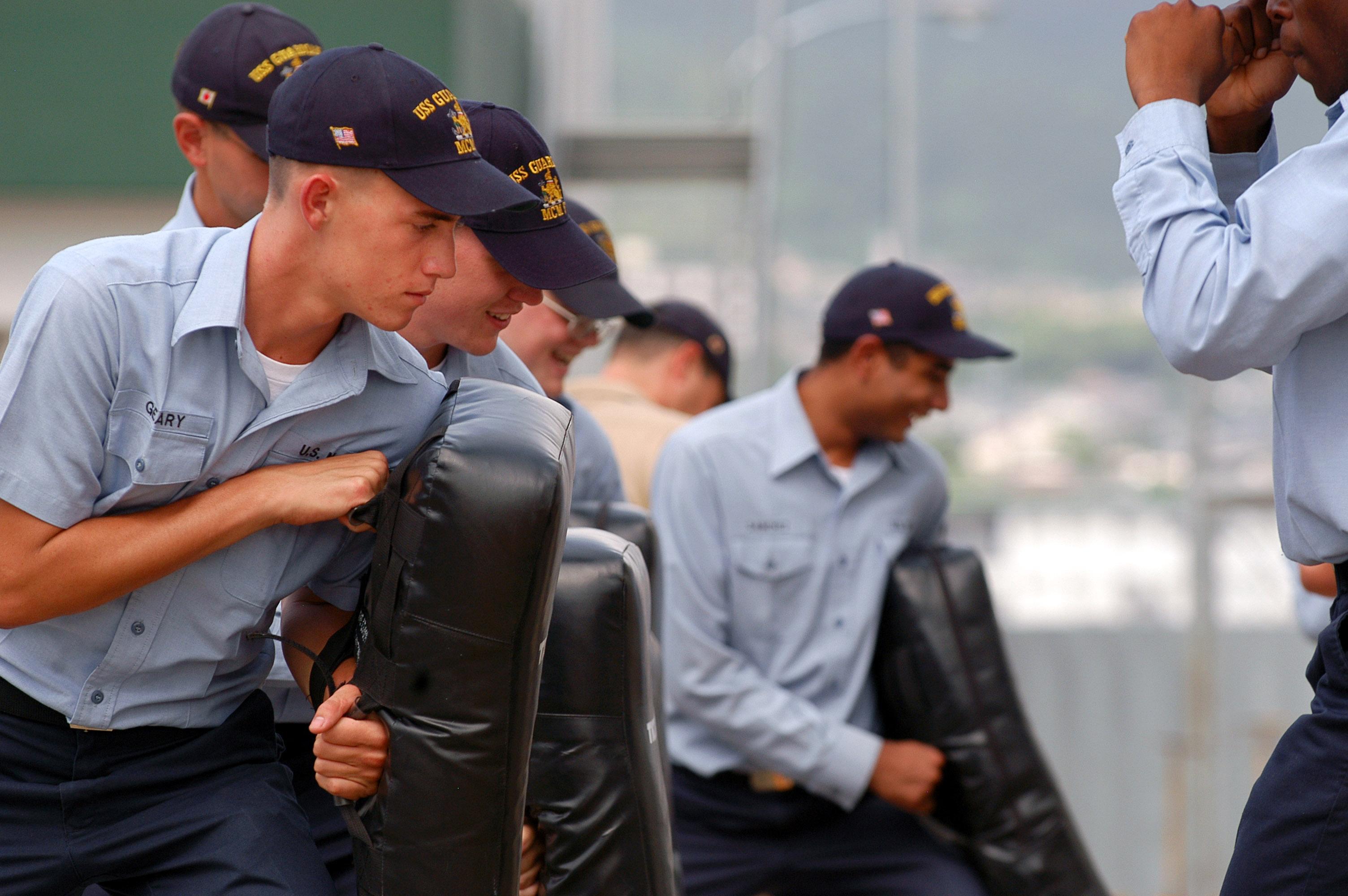 File:US Navy 070716-N-0807W-030 Sailors from mine warfare ship USS