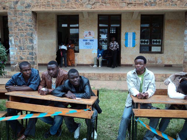 File un bureau de vote collège alfajiri qui attend les