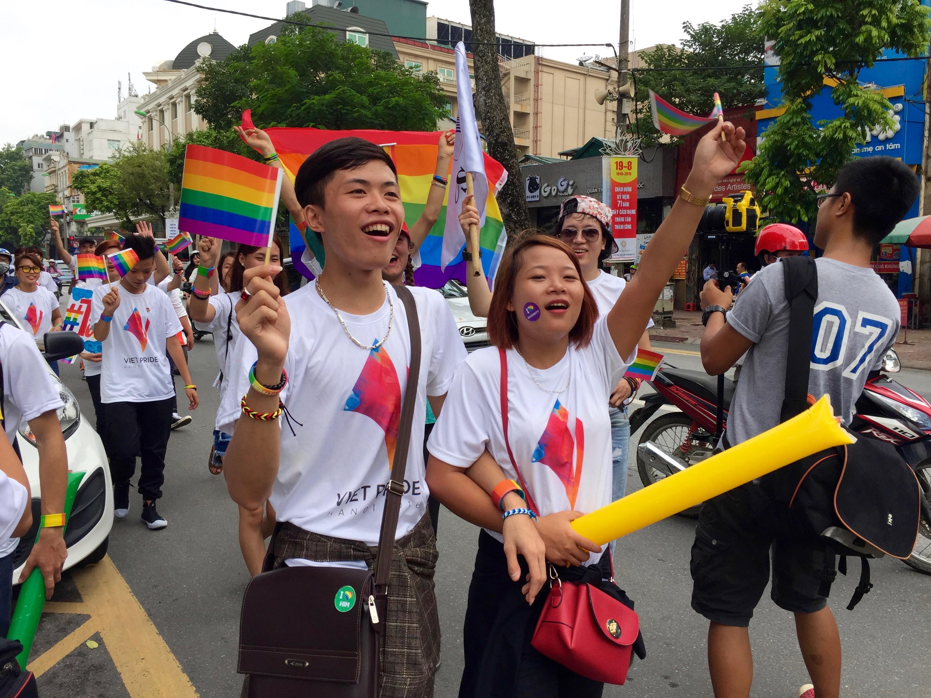 File:Viet Pride 2016 in Hanoi (29100137996).jpg - Wikimedia Commons