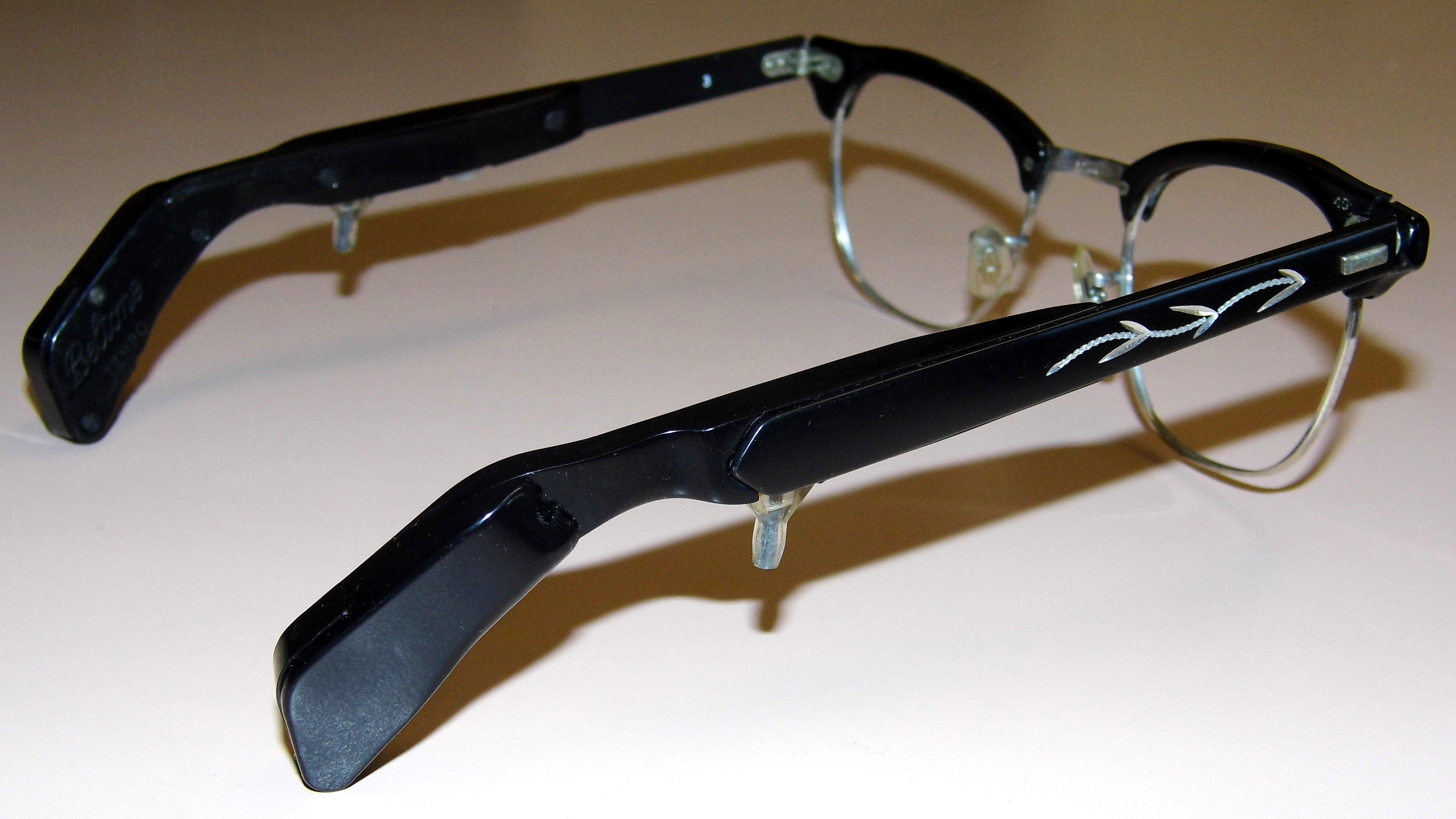File:Vintage Beltone Tempo Transistor Eyeglass Style ...