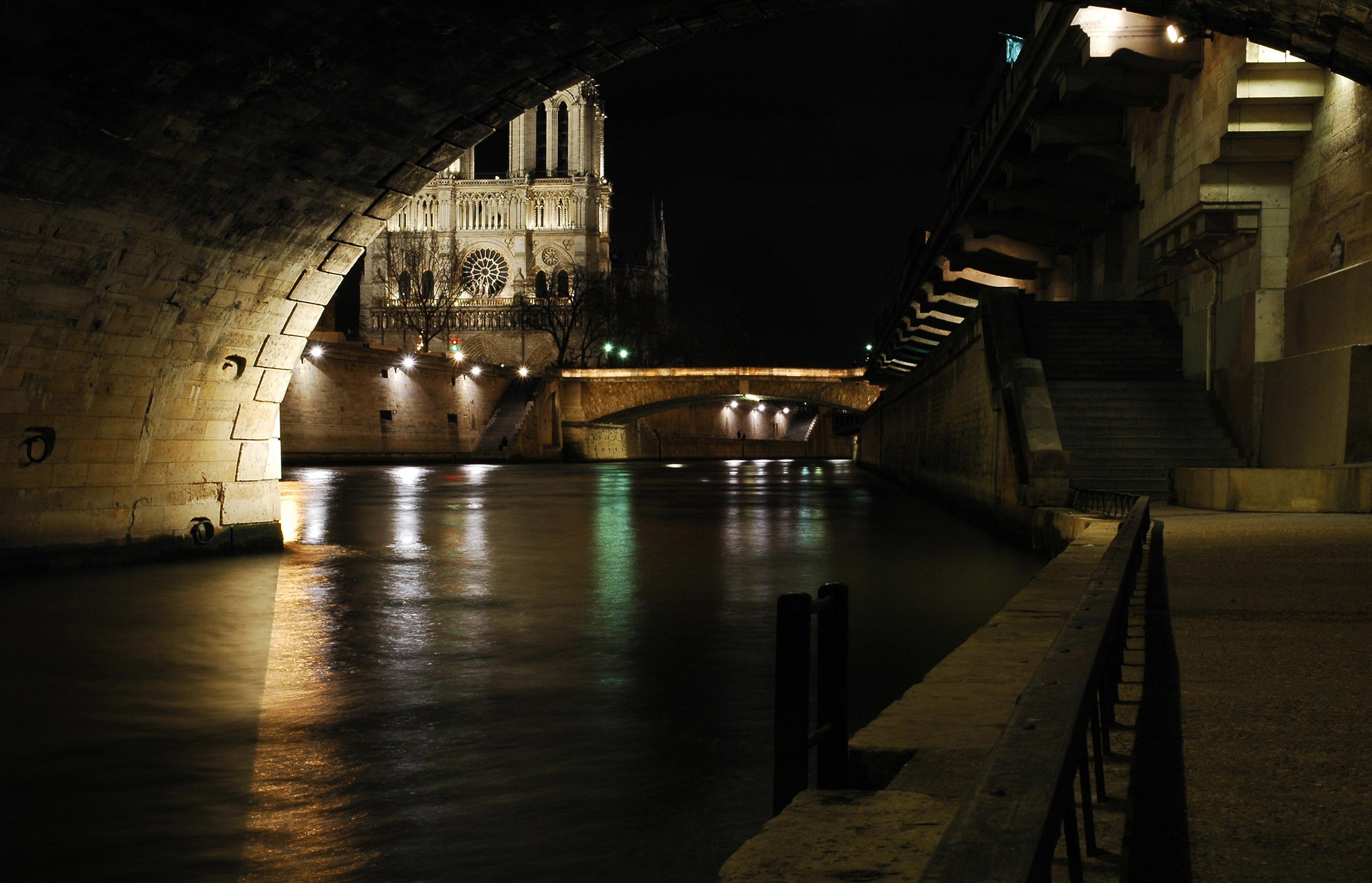 file vue de la cath drale notre dame de paris sous le pont. Black Bedroom Furniture Sets. Home Design Ideas