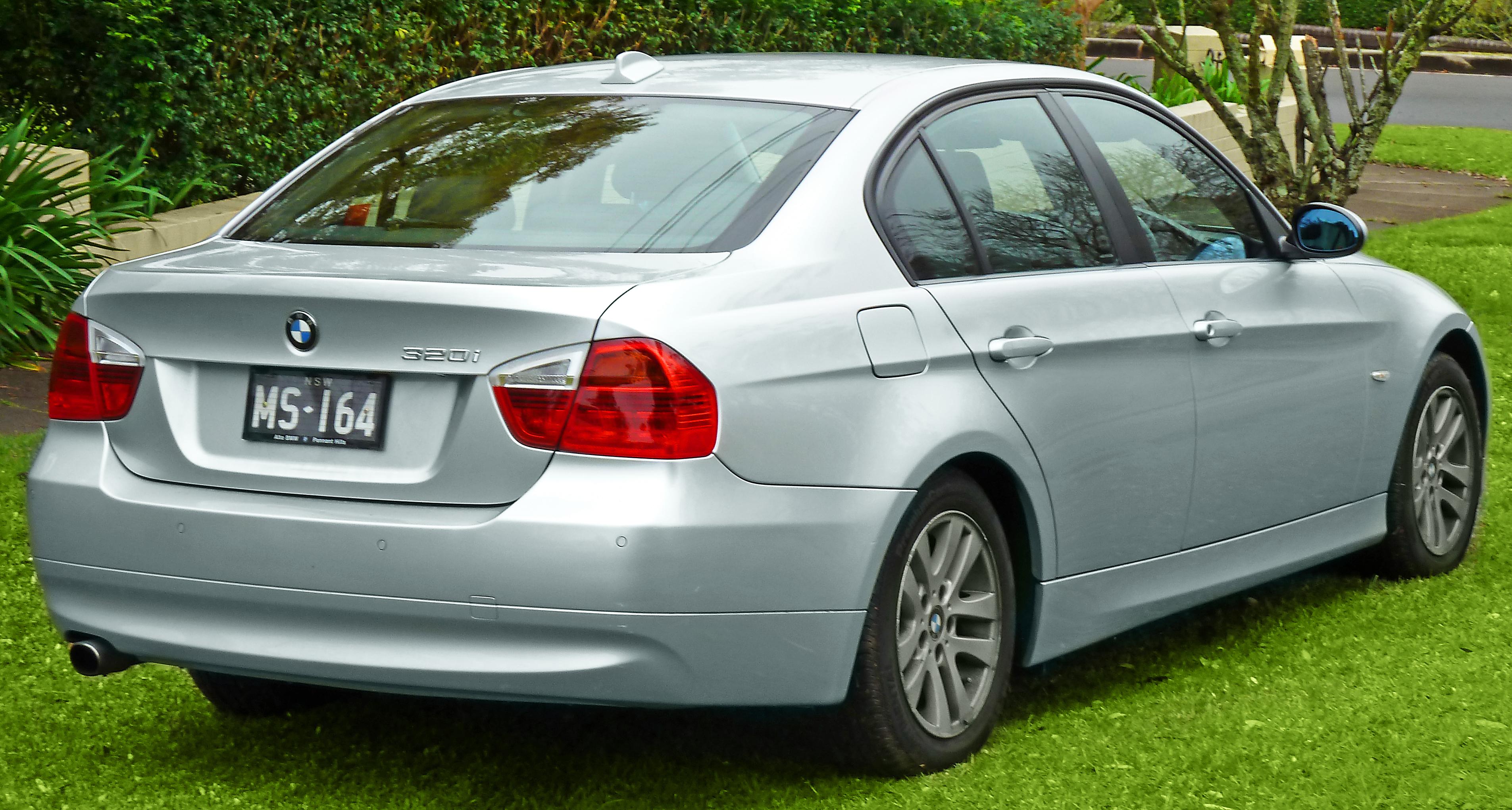 Bmw E90 Wiki >> File:2005-2008 BMW 320i (E90) sedan (2011-07-17) 02.jpg - Wikimedia Commons