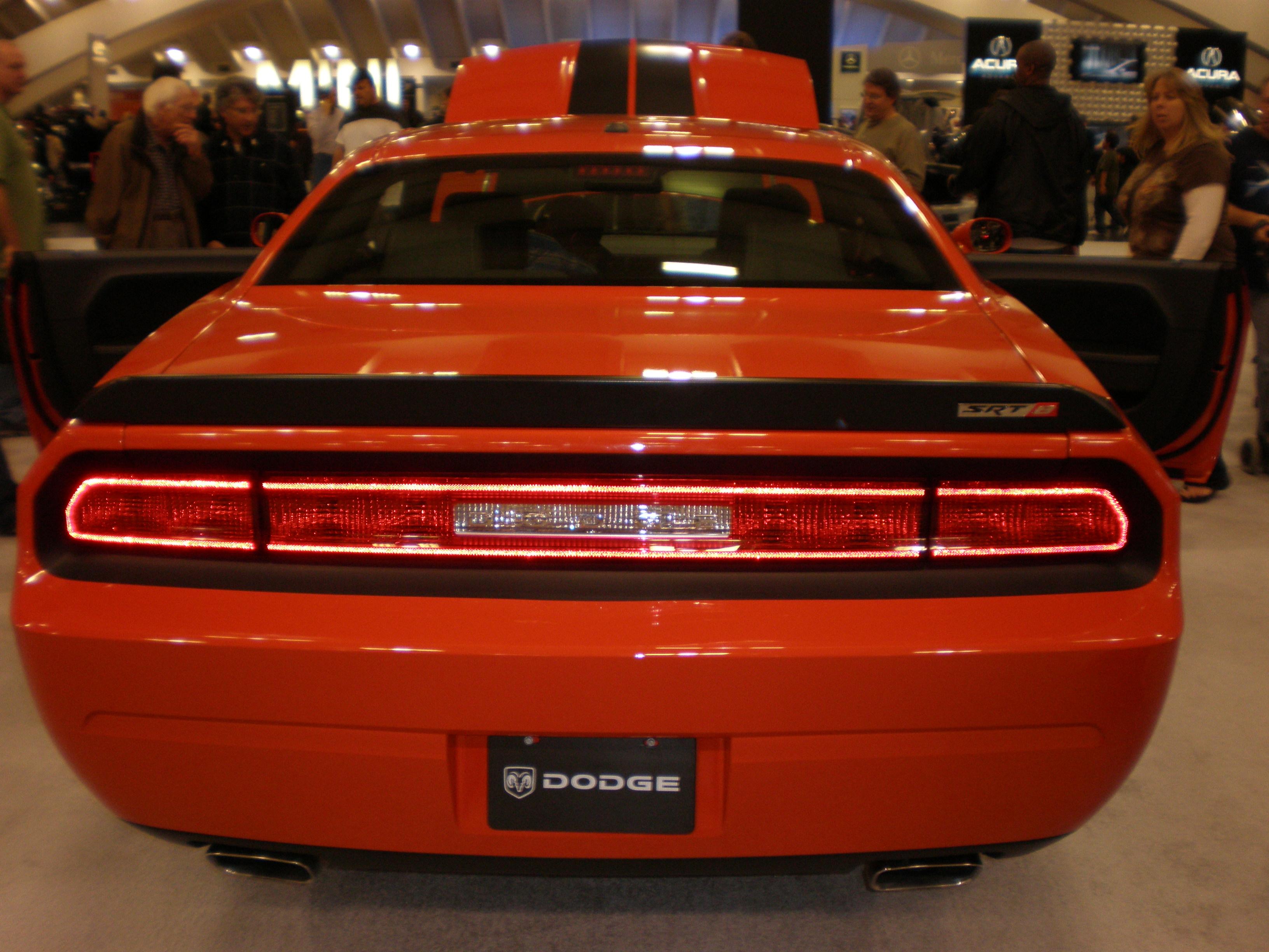 File 2009 Red Dodge Challenger Srt8 Rear Jpg Wikimedia