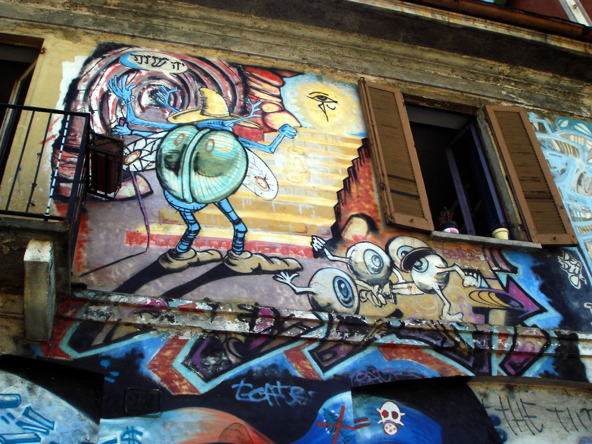 File4056 Milano Graffiti Su Casa Occupata Alla Darsena Foto - Graffitis-en-casa