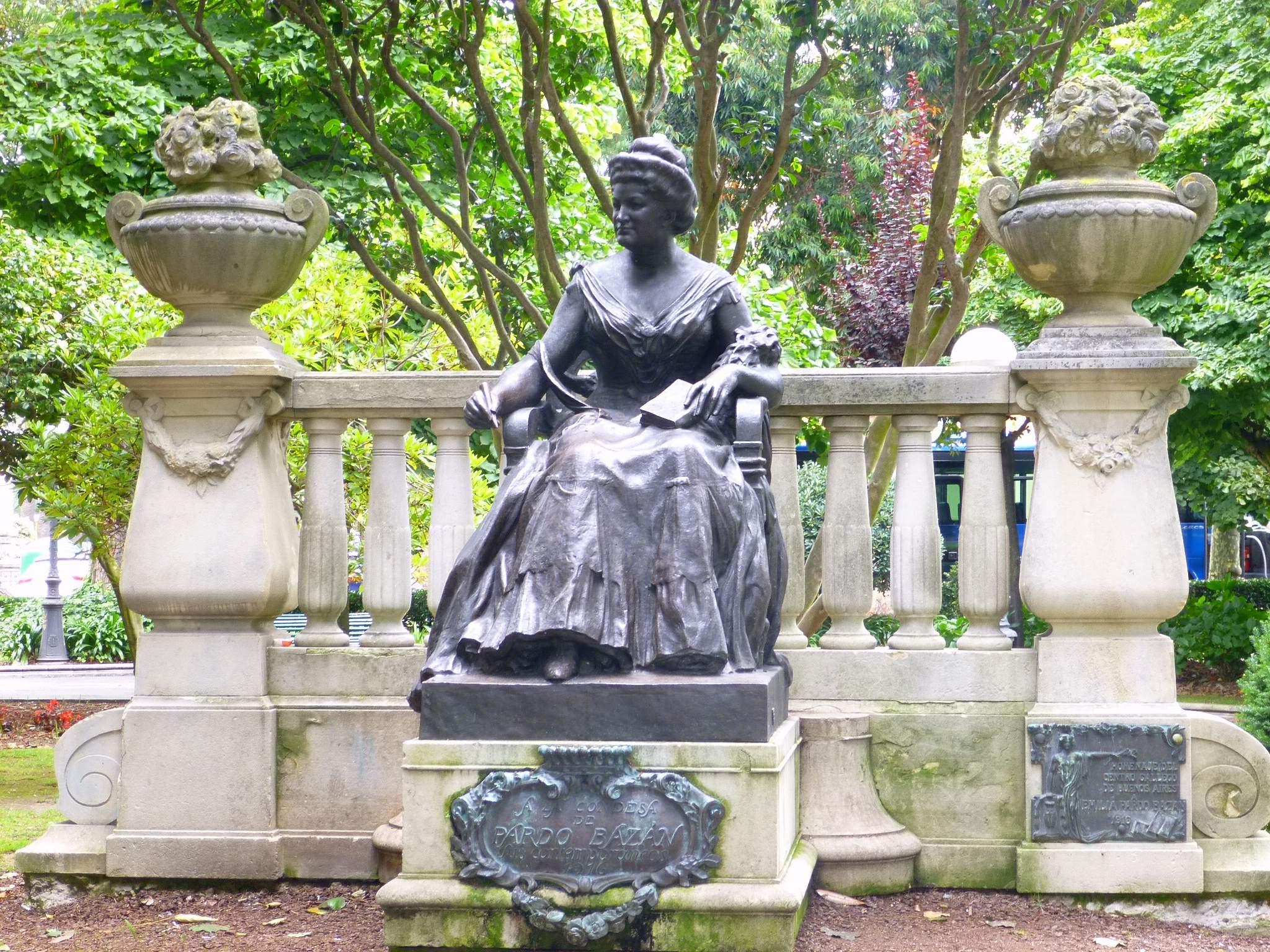 File:A Coruña - Jardín de Méndez Núñez - Monumento a Emilia Pardo Bazán  1.JPG - Wikimedia Commons