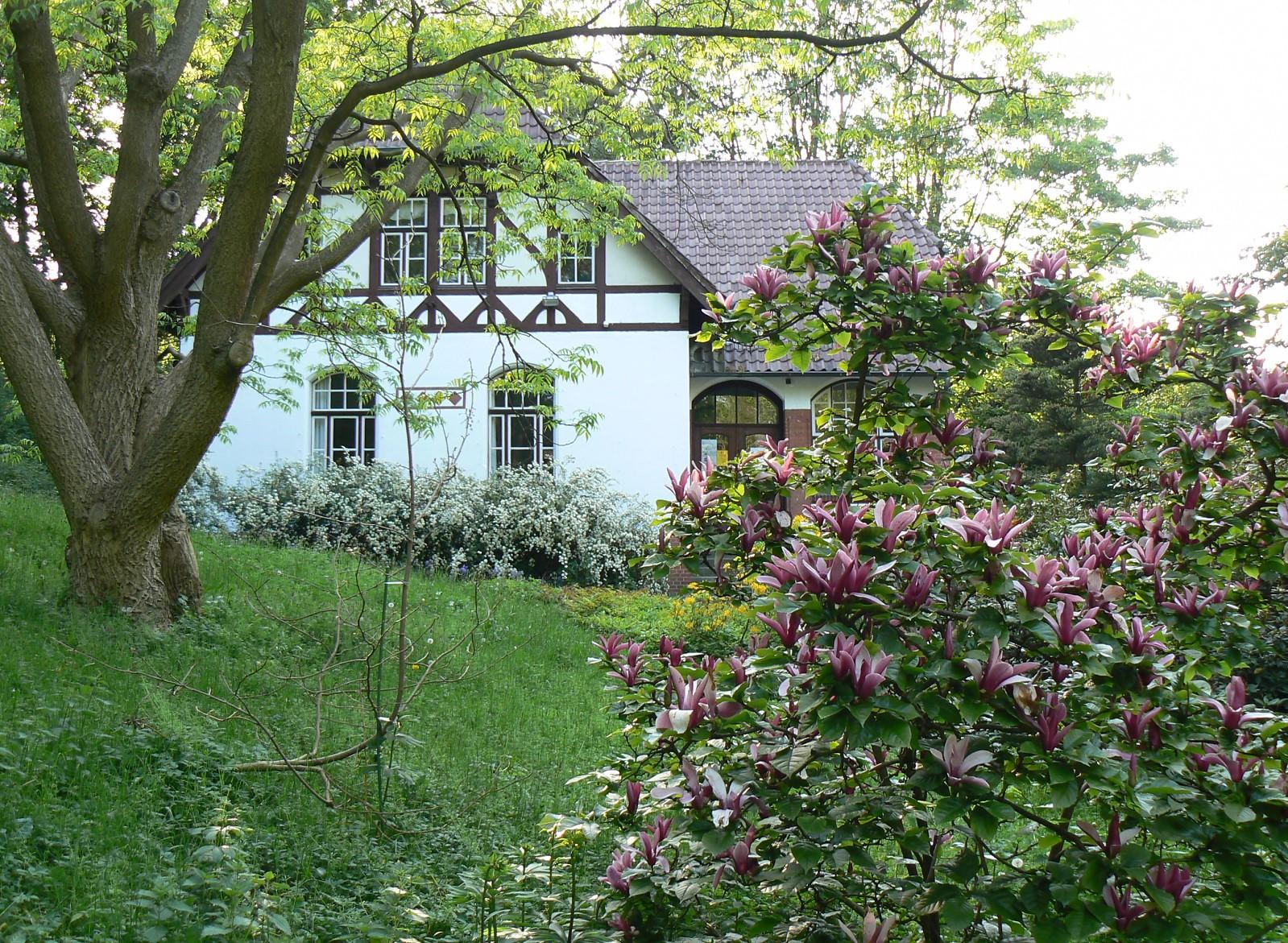 File:Alter Botanischer Garten Kiel Literaturhaus.jpg