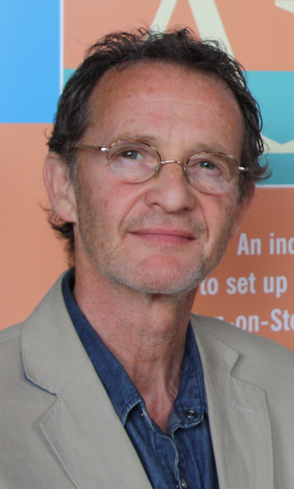 Il 66-anni, 166 cm alto Anton Lesser in 2018 photo