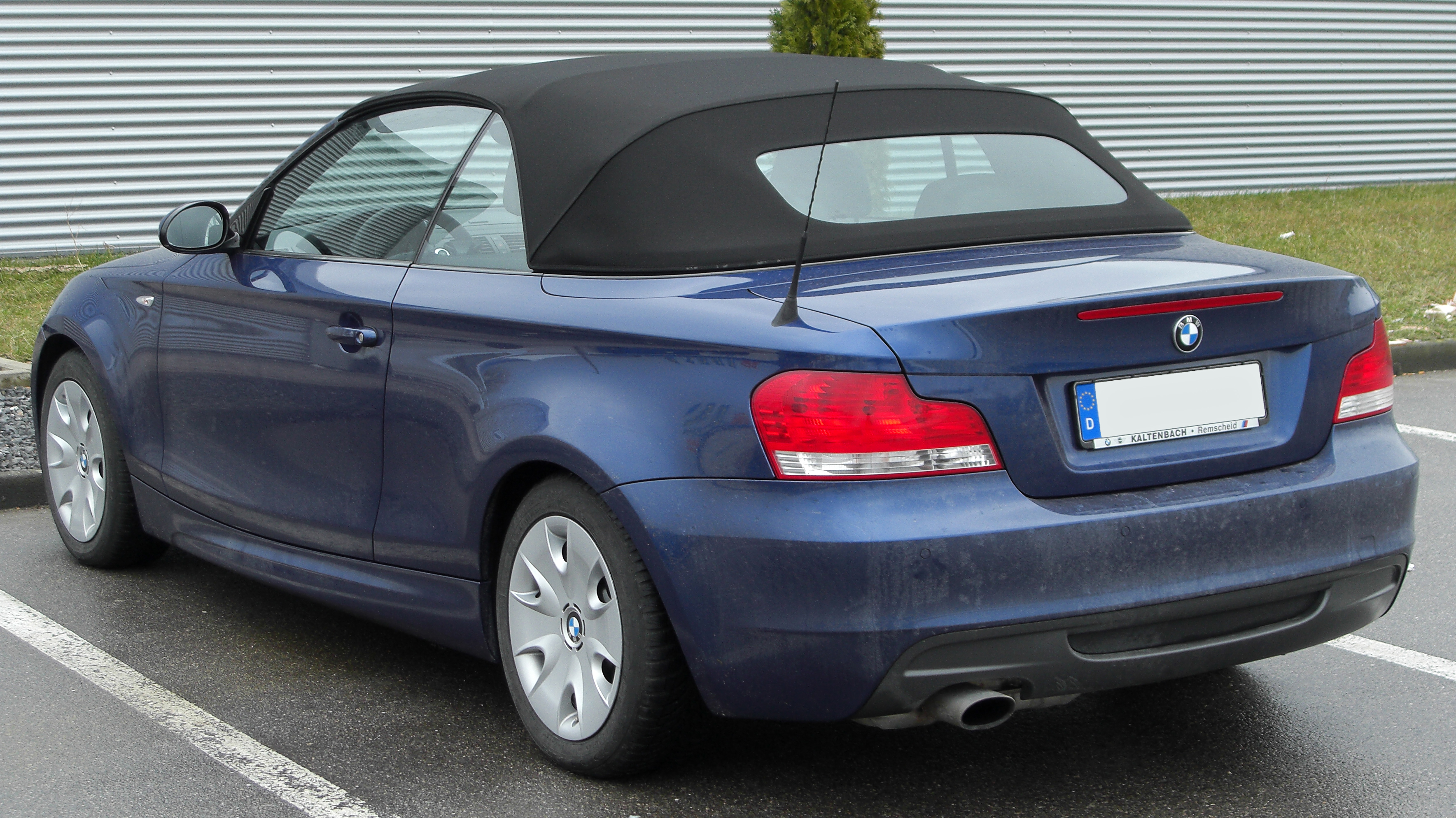 file bmw 1er cabriolet rear wikimedia commons. Black Bedroom Furniture Sets. Home Design Ideas