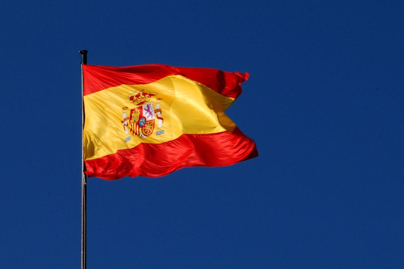 http://upload.wikimedia.org/wikipedia/commons/5/52/Bandera_de_Espa%C3%B1a_(M._Aire,_Madrid)_01.jpg