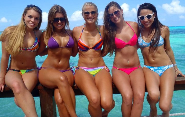 Description Bikini girls.jpg