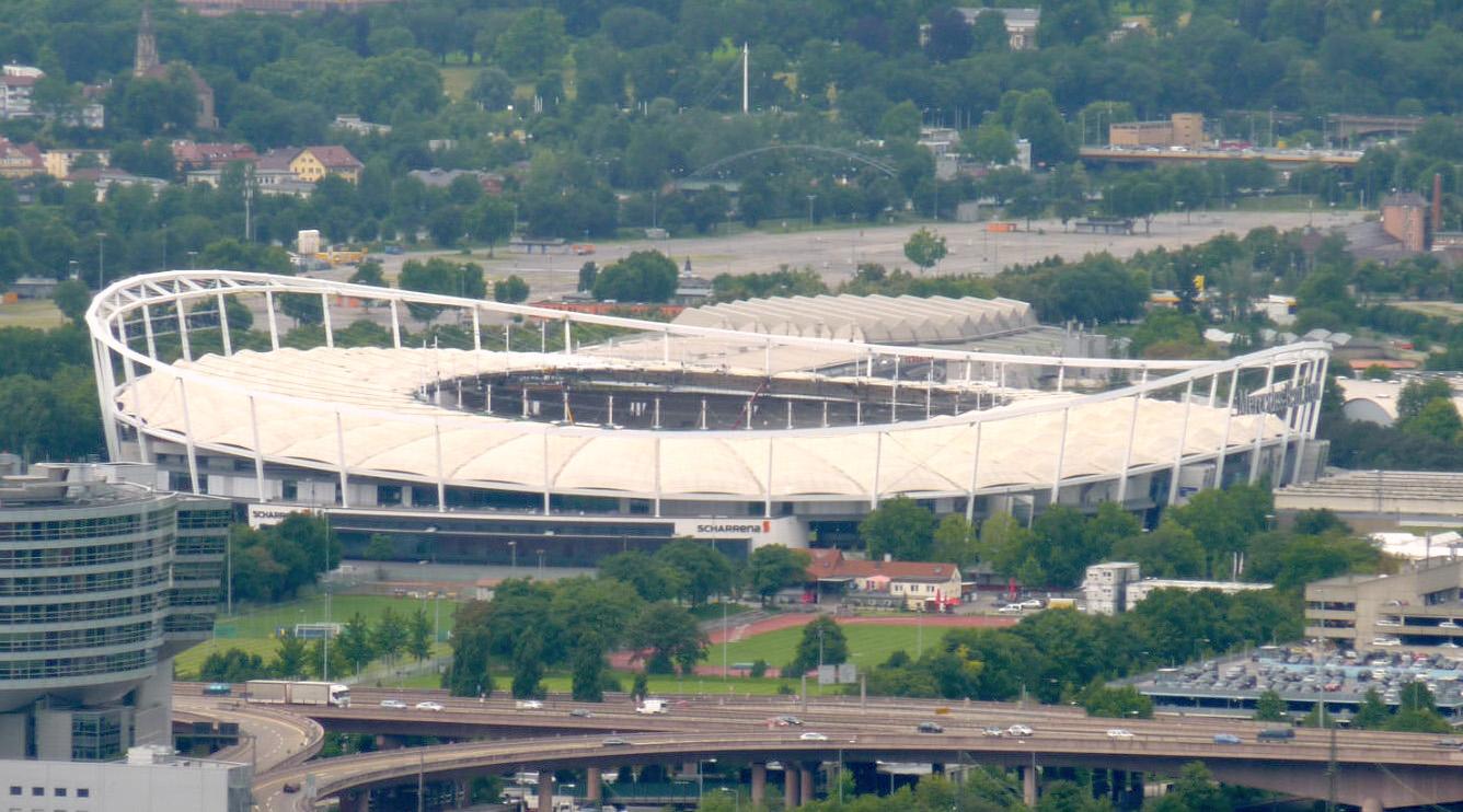 Blick vom Rotenberg auf die Mercedes-Benz-Arena kurz vor deren Fertigstellung im Juni 2011