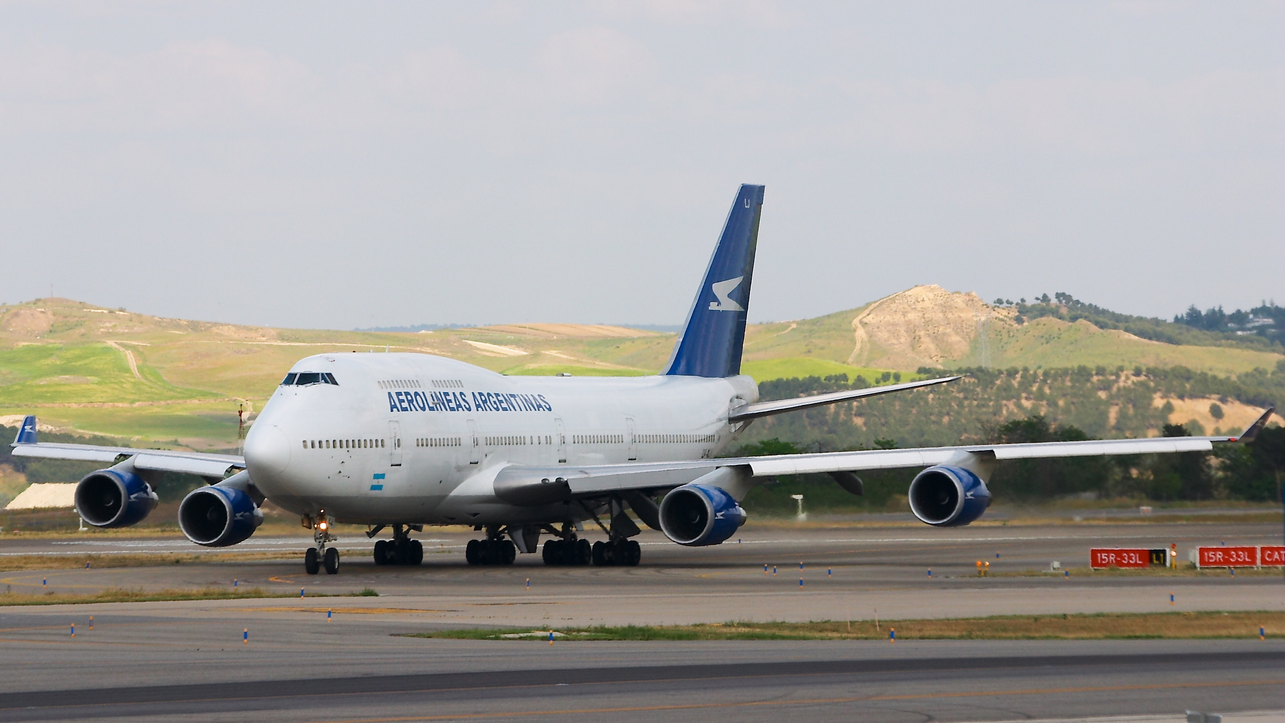 http://upload.wikimedia.org/wikipedia/commons/5/52/Boeing_747-475_-_Aerol%C3%ADneas_Argentinas_-_LV-ALJ_-_LEMD_%281%29.jpg