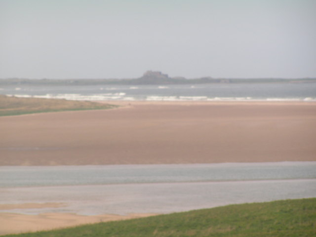 File:Budle Bay with Lindisfarne Castle in the background - geograph.org.uk - 179744.jpg