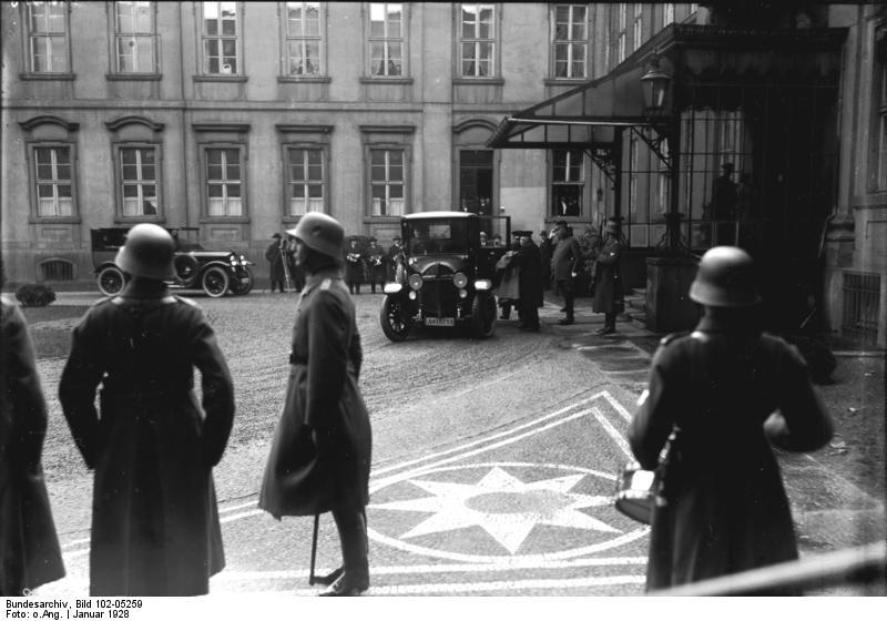 File:Bundesarchiv Bild 102-05259, Berlin, Neujahrsempfang des diplomatischen Corps.jpg