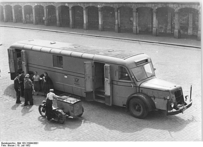 file bundesarchiv bild 183 15444 0001 schnellpost auf der autobahn berlin. Black Bedroom Furniture Sets. Home Design Ideas