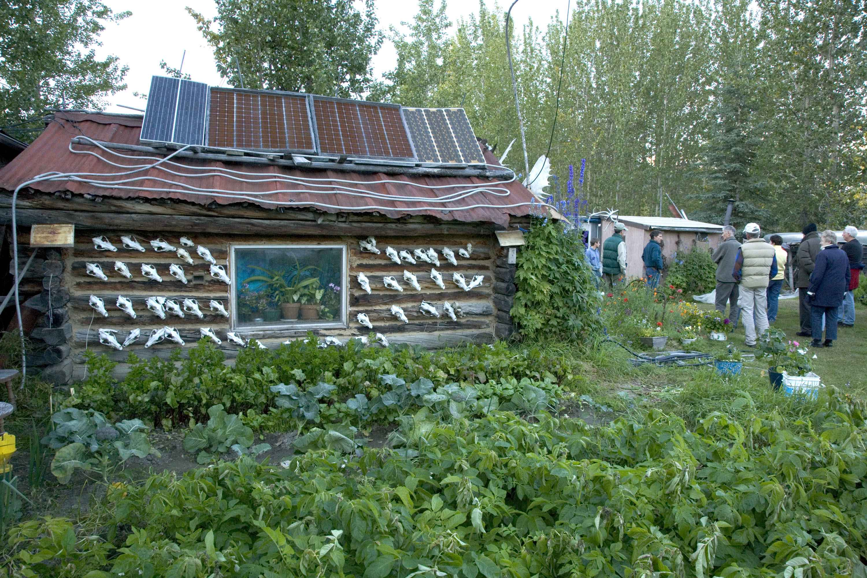 File Cabin With Solar Wikimedia Commons
