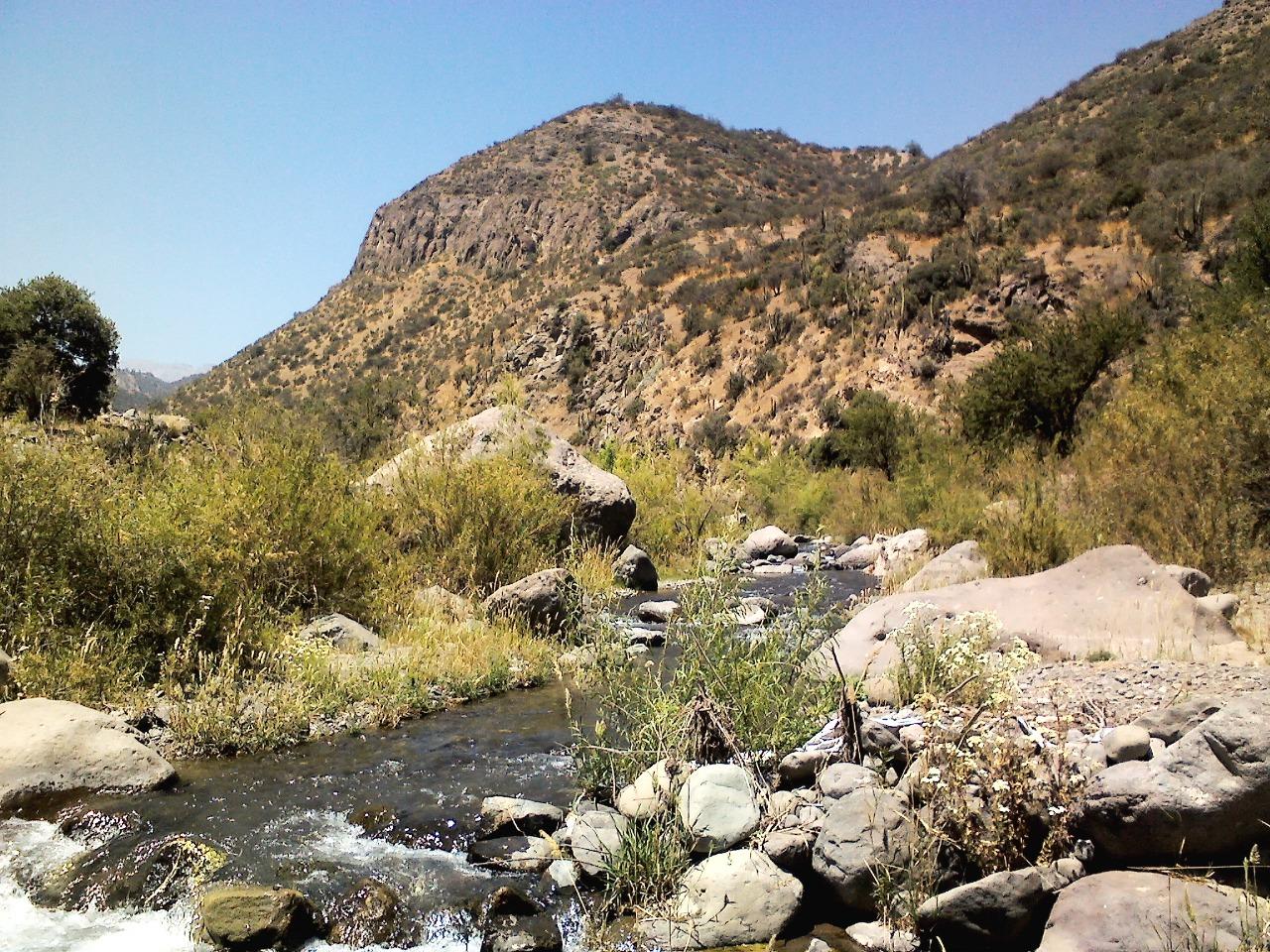 Rio Colina son: - Estero Agua Pajarito - Estero el Durazno, actualmente seco intervenido por la minera. - Estero Termas de Colina. Si vas a visitar el