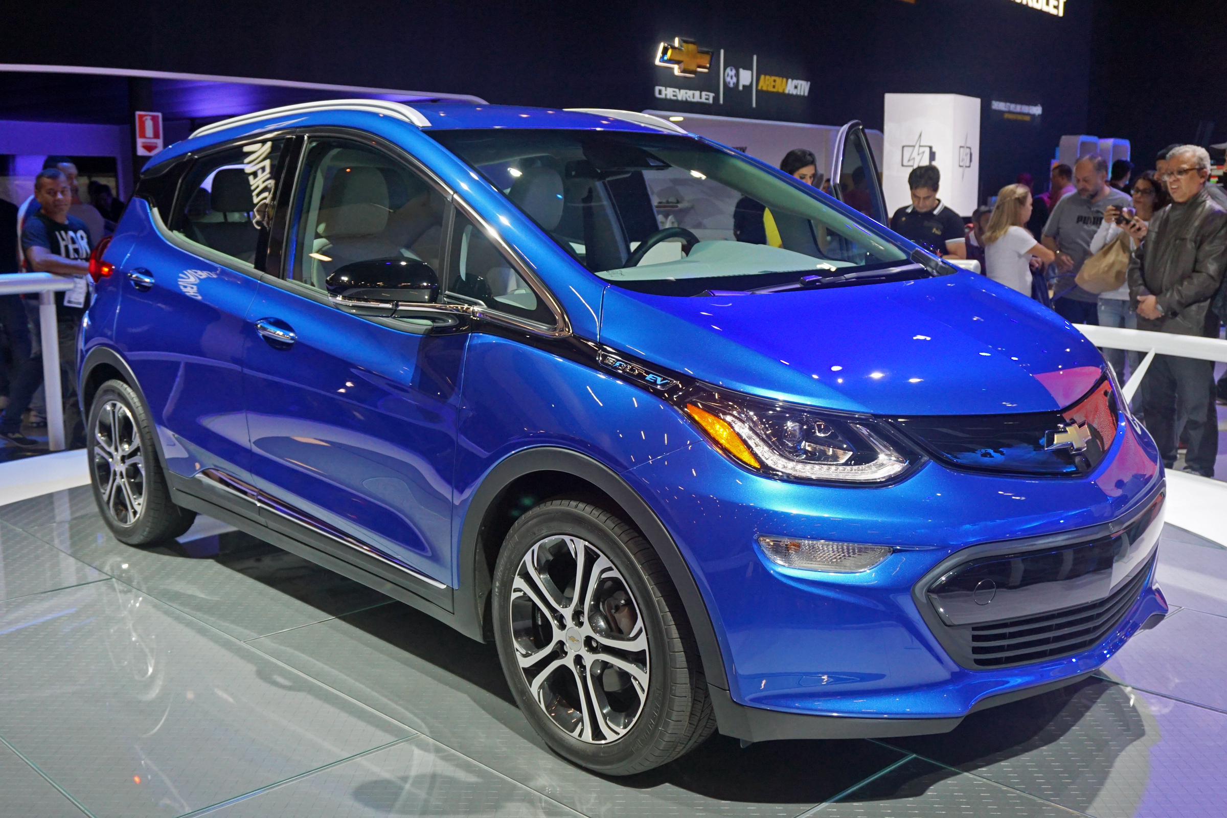 https://upload.wikimedia.org/wikipedia/commons/5/52/Chevrolet_Bolt_EV_SAO_2016_8771.jpg