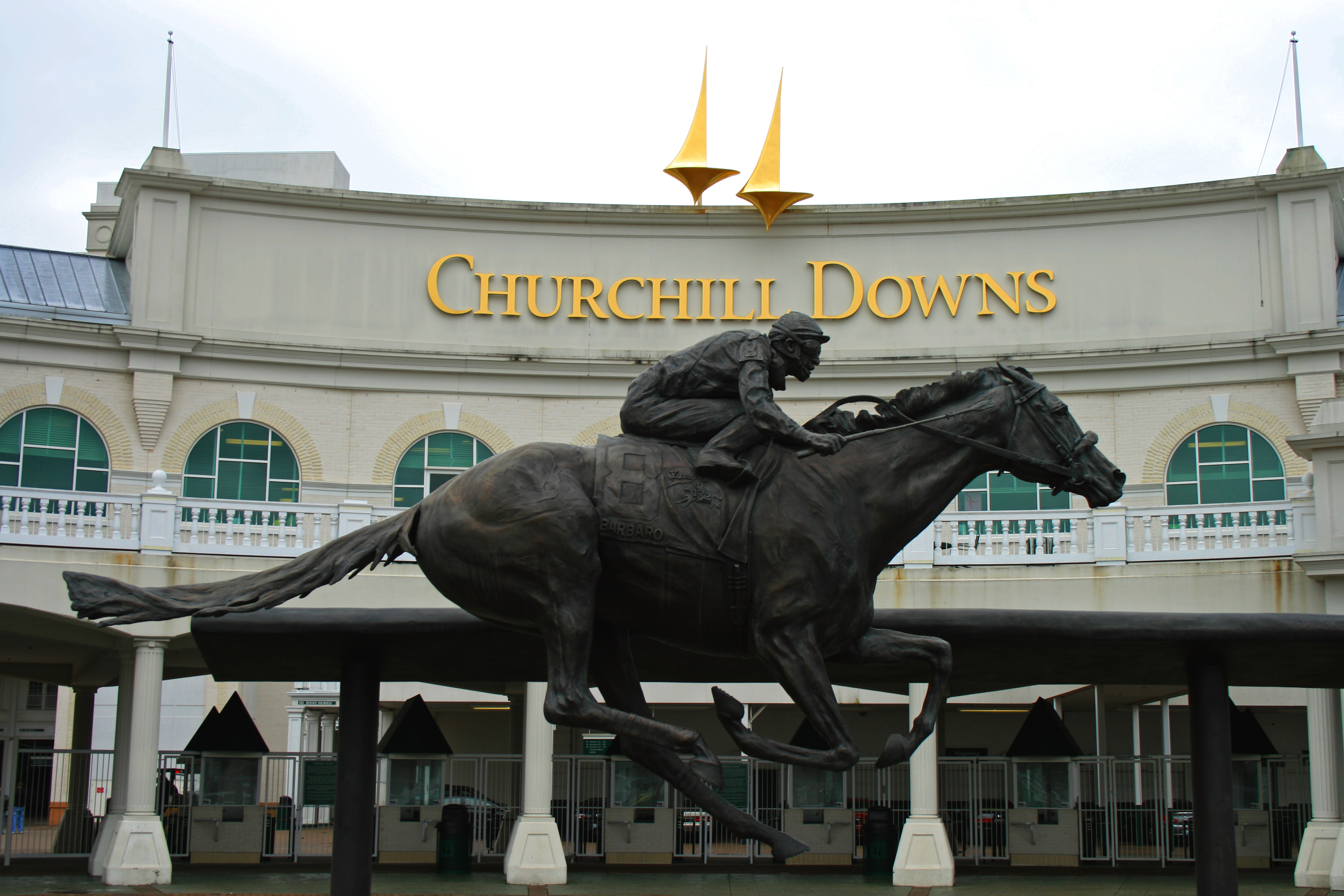 "... "" Reveals Churchill Downs' Plans to Build Online Casino 