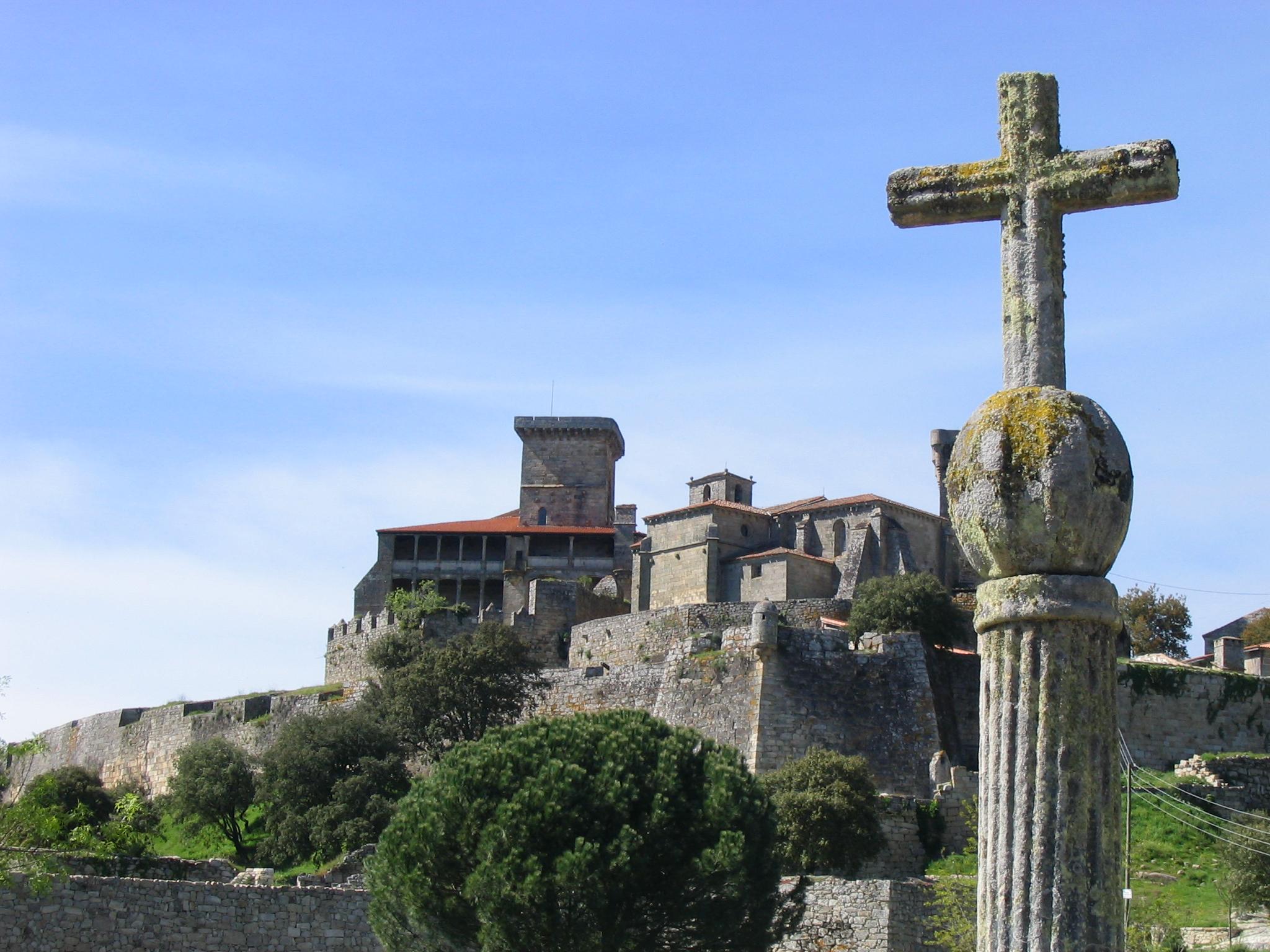 Cruceiro en Ourense, castelo de Monterrei, Galiza