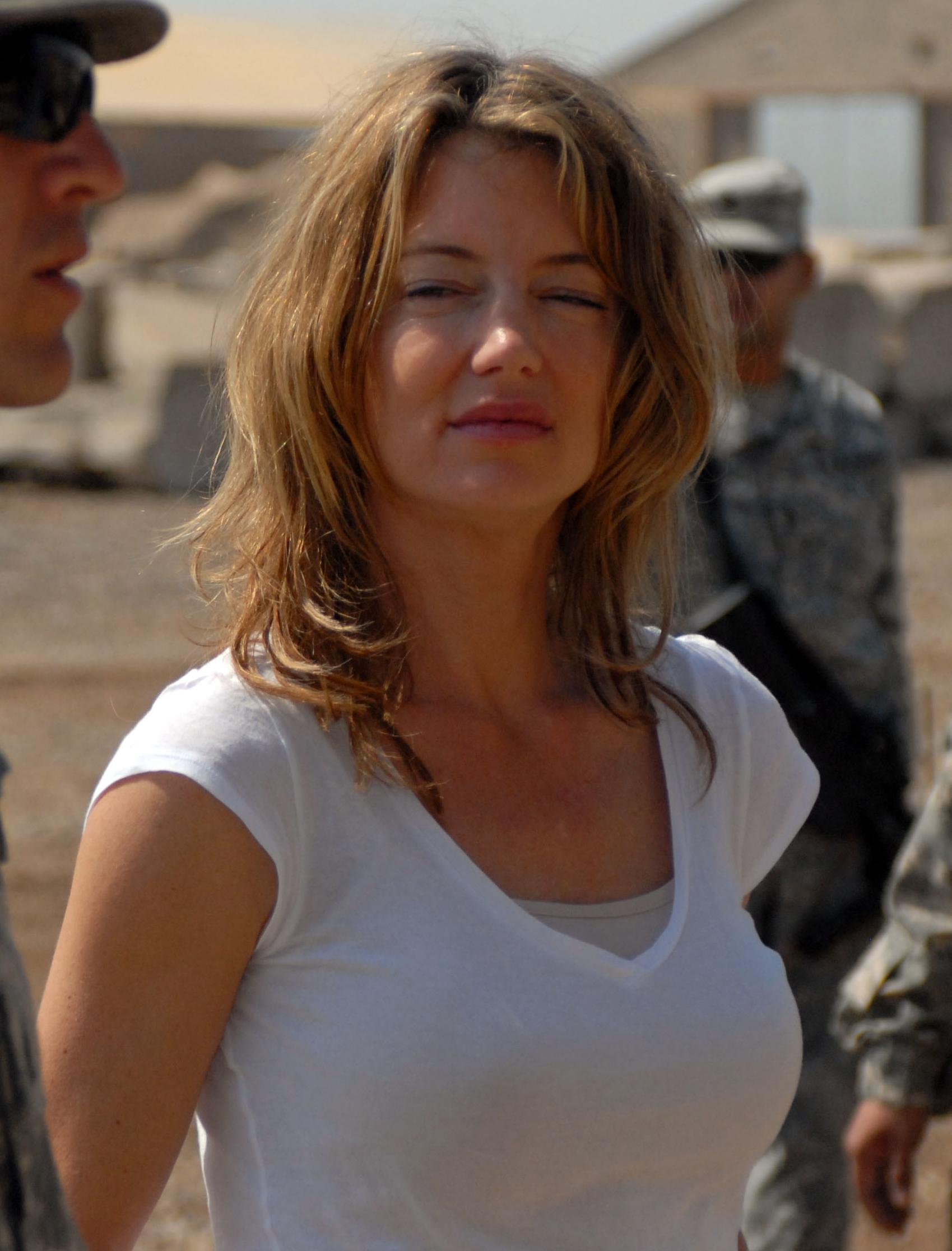 File:Cynthia Watros Iraq 1.jpg