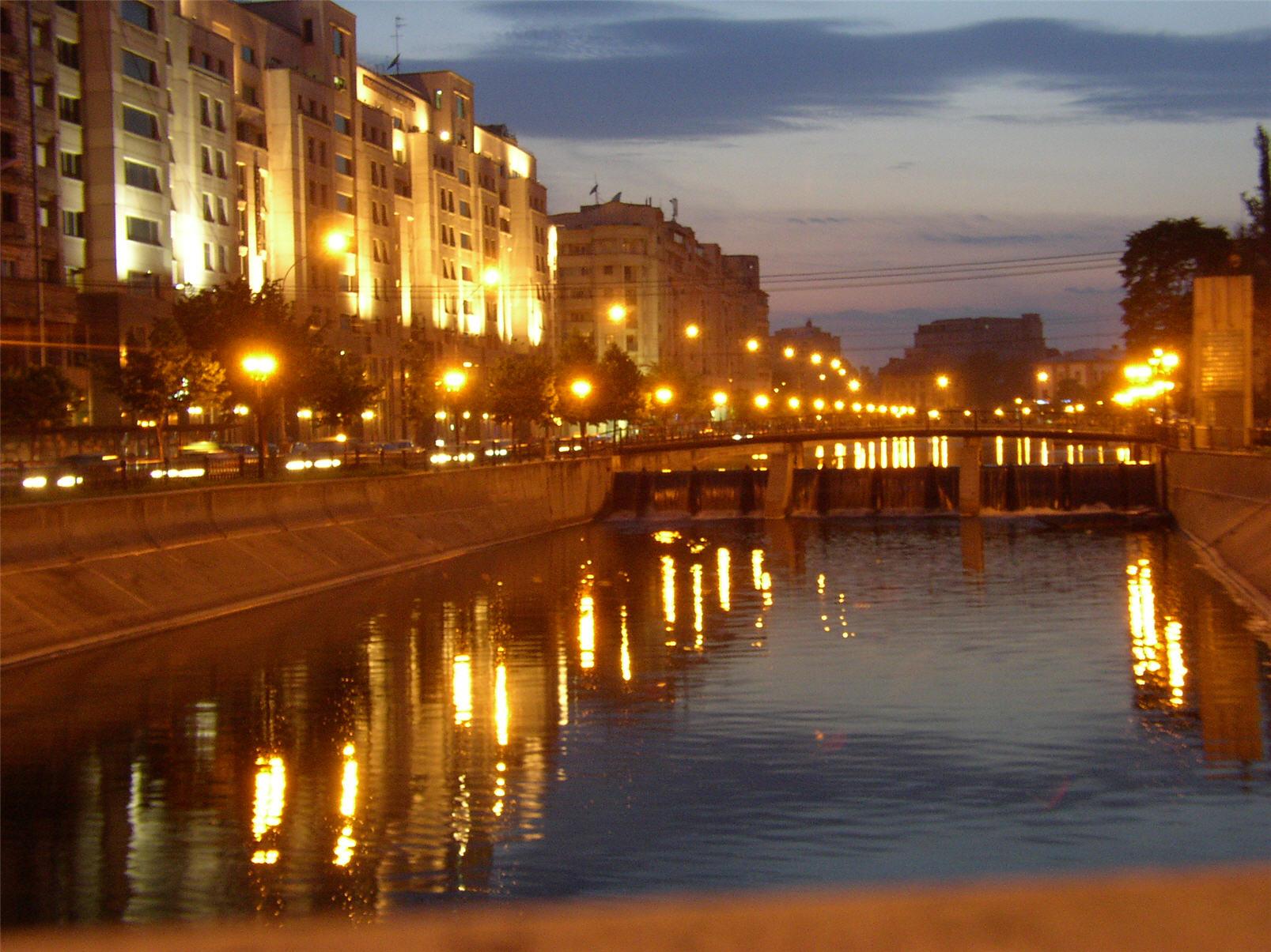 File:Dambovita River, Bucharest, Romania, at night.jpg ...