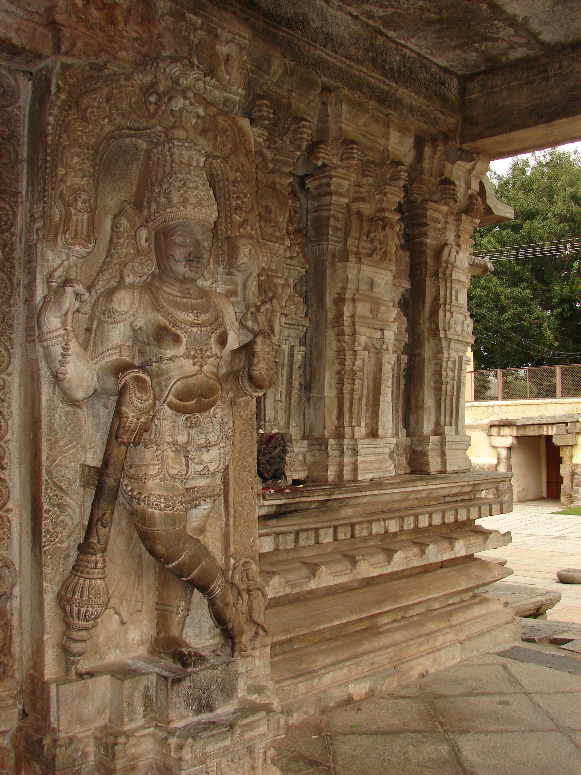 File:Dwarapalaka (door keeper to shrine) in Vaidyeshvara temple at Talakad.jpg & File:Dwarapalaka (door keeper to shrine) in Vaidyeshvara temple at ... Pezcame.Com