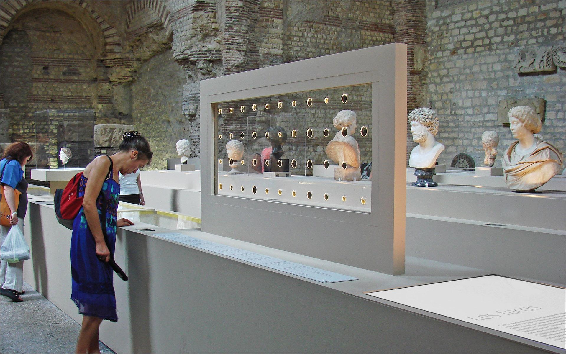 File exposition le bain et le miroir mus e de cluny for Miroir venitien paris