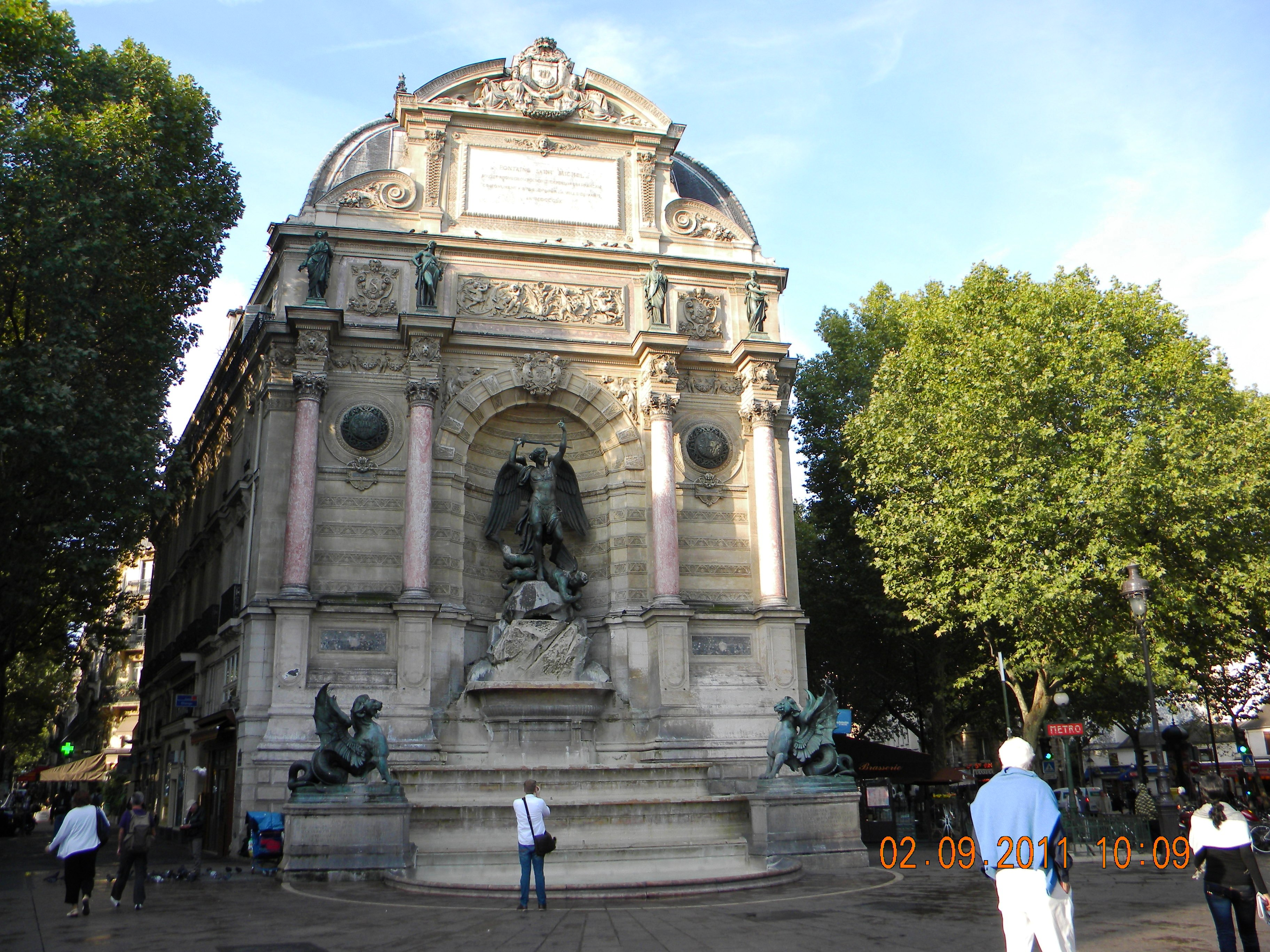 File fontaine saint michel paris wikimedia - Saint michel paris metro ...