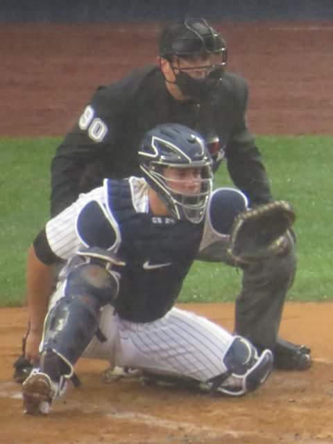 Gary_sanchez_catching_for_the_new_york_yankees.jgp