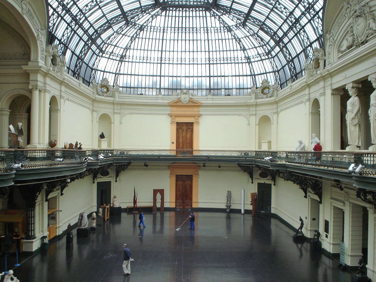File:Hall interior Museo de Bellas Artes.jpg