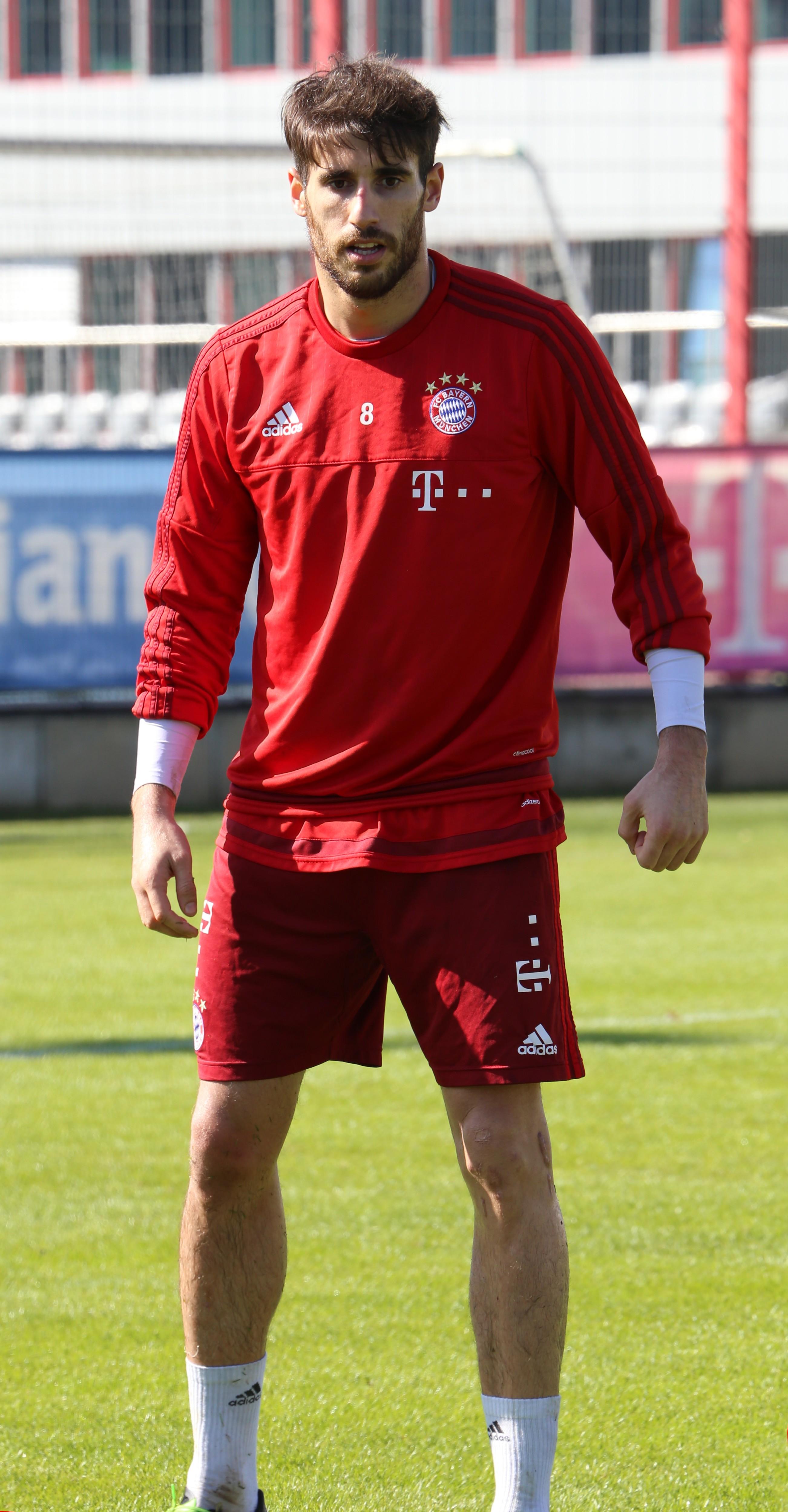File Javi Martinez Training FC Bayern München 12 Wikimedia