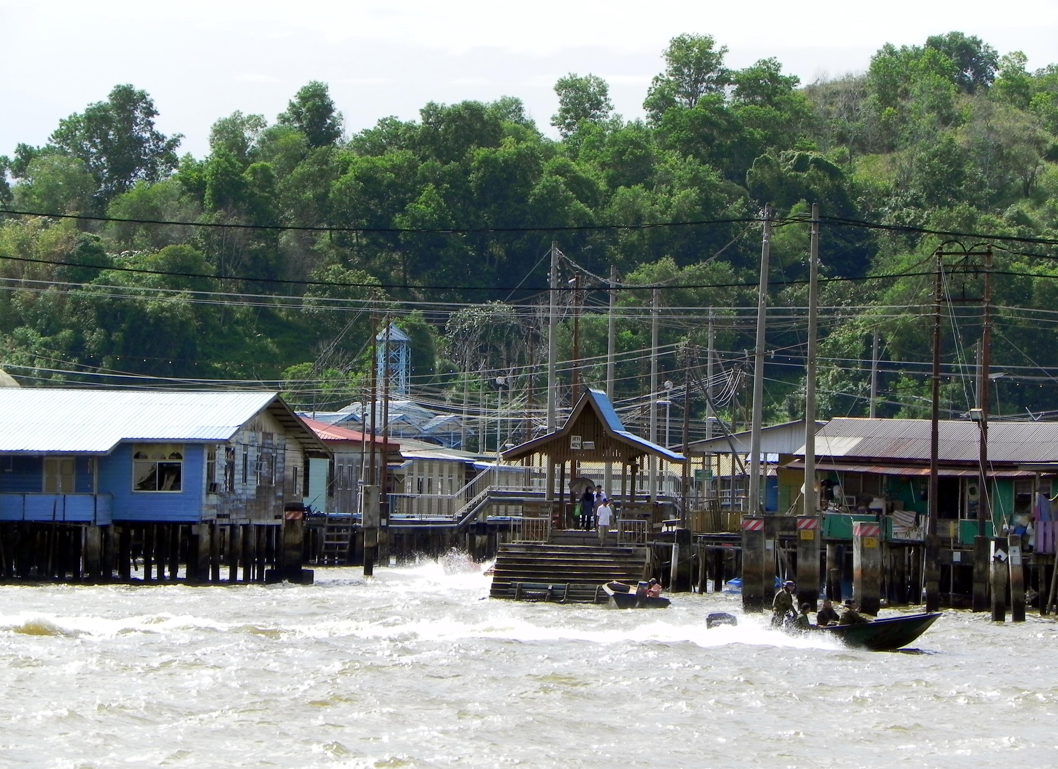 File:Kampong Ayer (Water Vilage) (1).JPG - Wikimedia Commons
