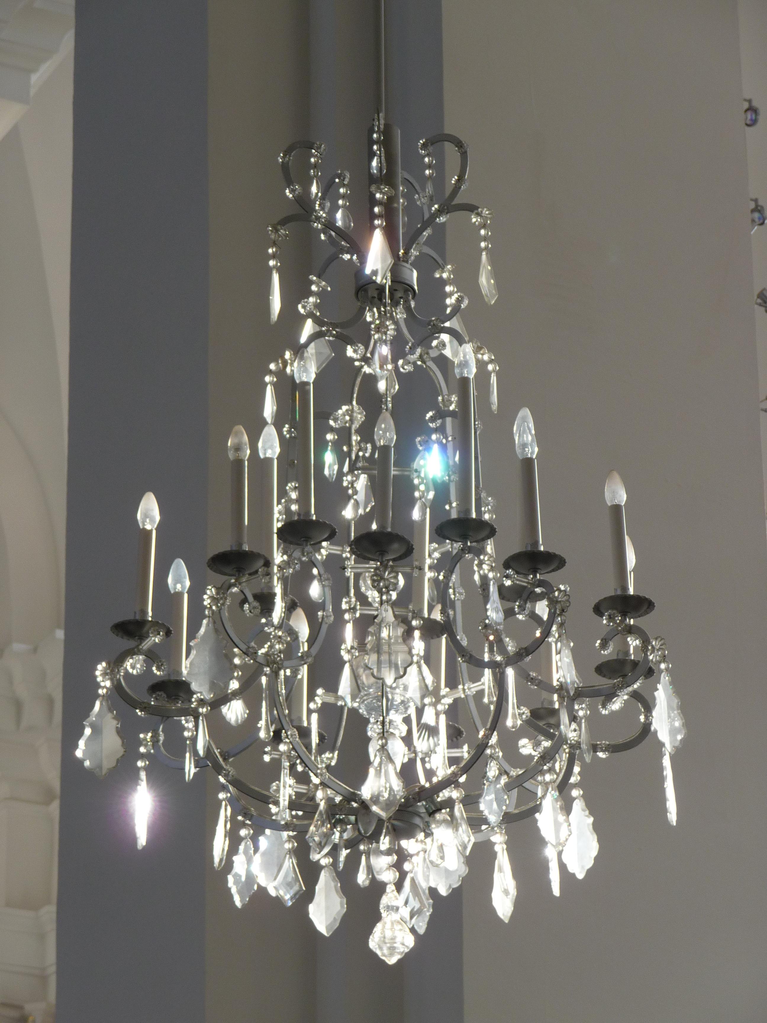 File kristallleuchter jesuitenkirche jpg wikimedia commons for Kristall leuchte