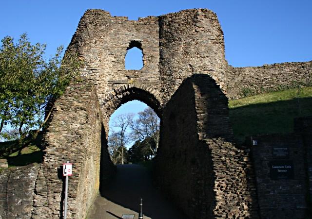 Launceston Castle Gate - geograph.org.uk - 320679
