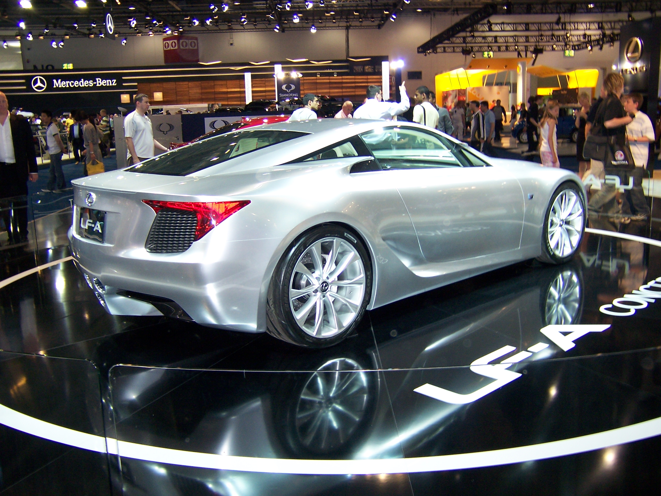File lexus lf a concept british international motor show for Old ben franklin motors inventory