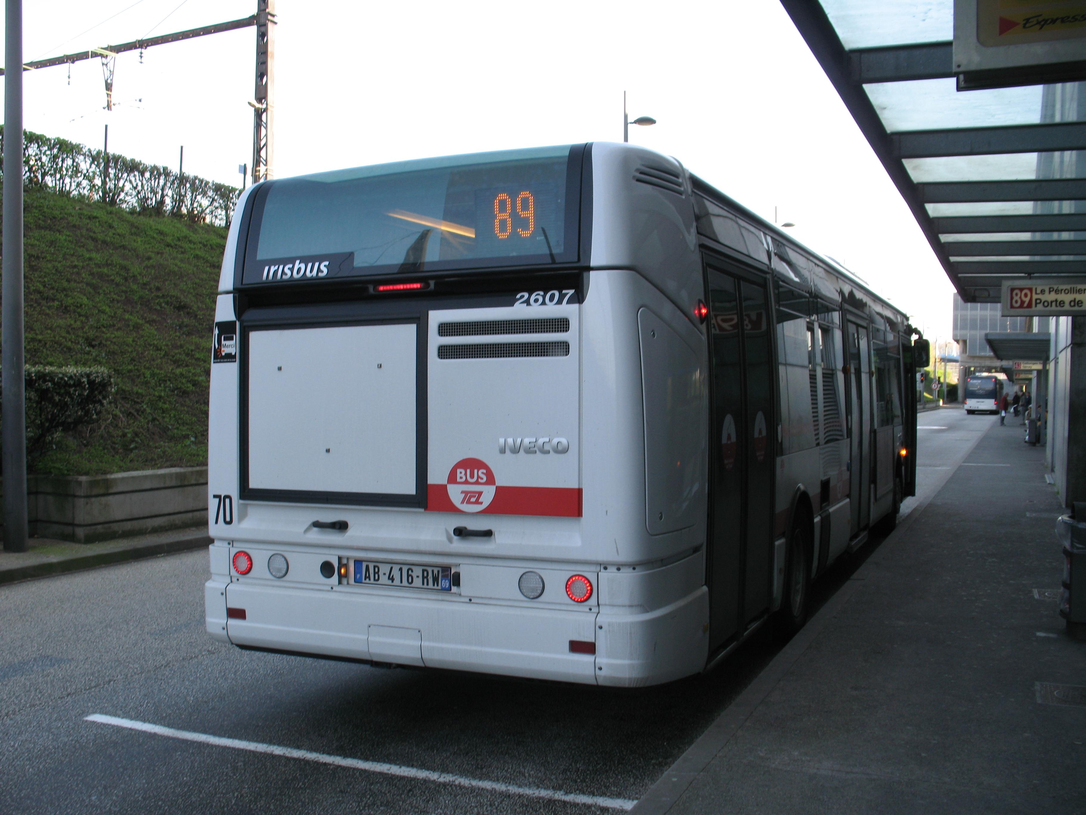File:Lyon TCL Irisbus Citelis 12 n°2607 L89 Gare de Vaise (3