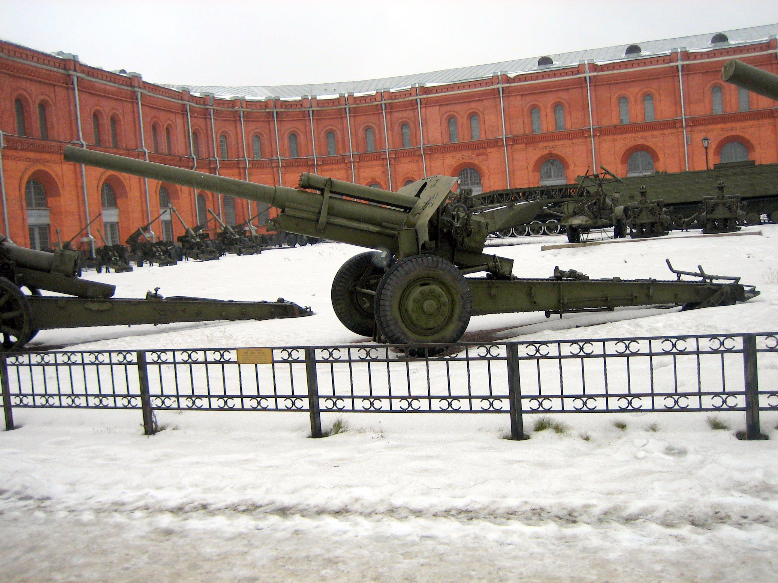 Cañones soviéticos de la Segunda Guerra Mundial M60_Saint_Petersburg_1%D0%B0