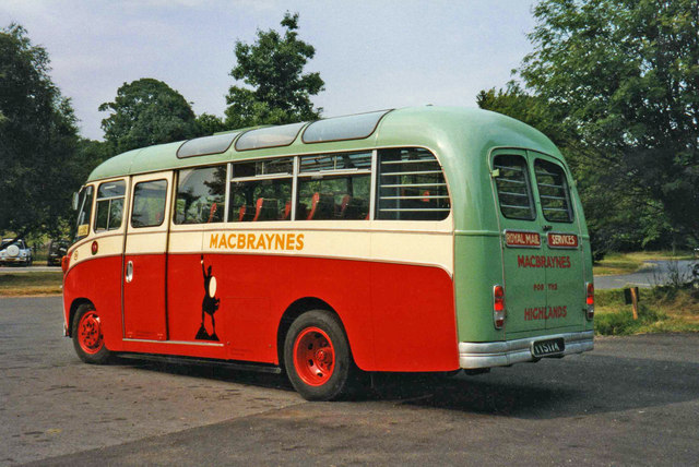 File macbraynes vintage coach brodick isle of arran for Table 52 go bus
