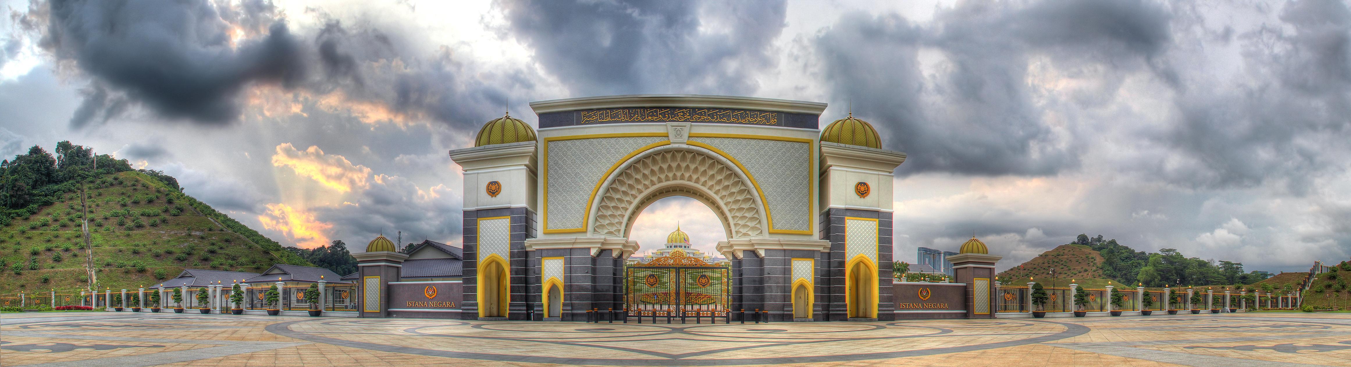 File:Malaysian National Palace Main Gate (6758948437).jpg ...