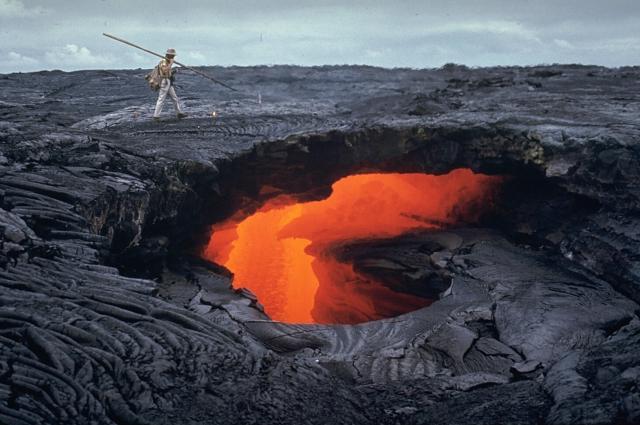 File:Mauna Ulu lava tube october 1970.jpg